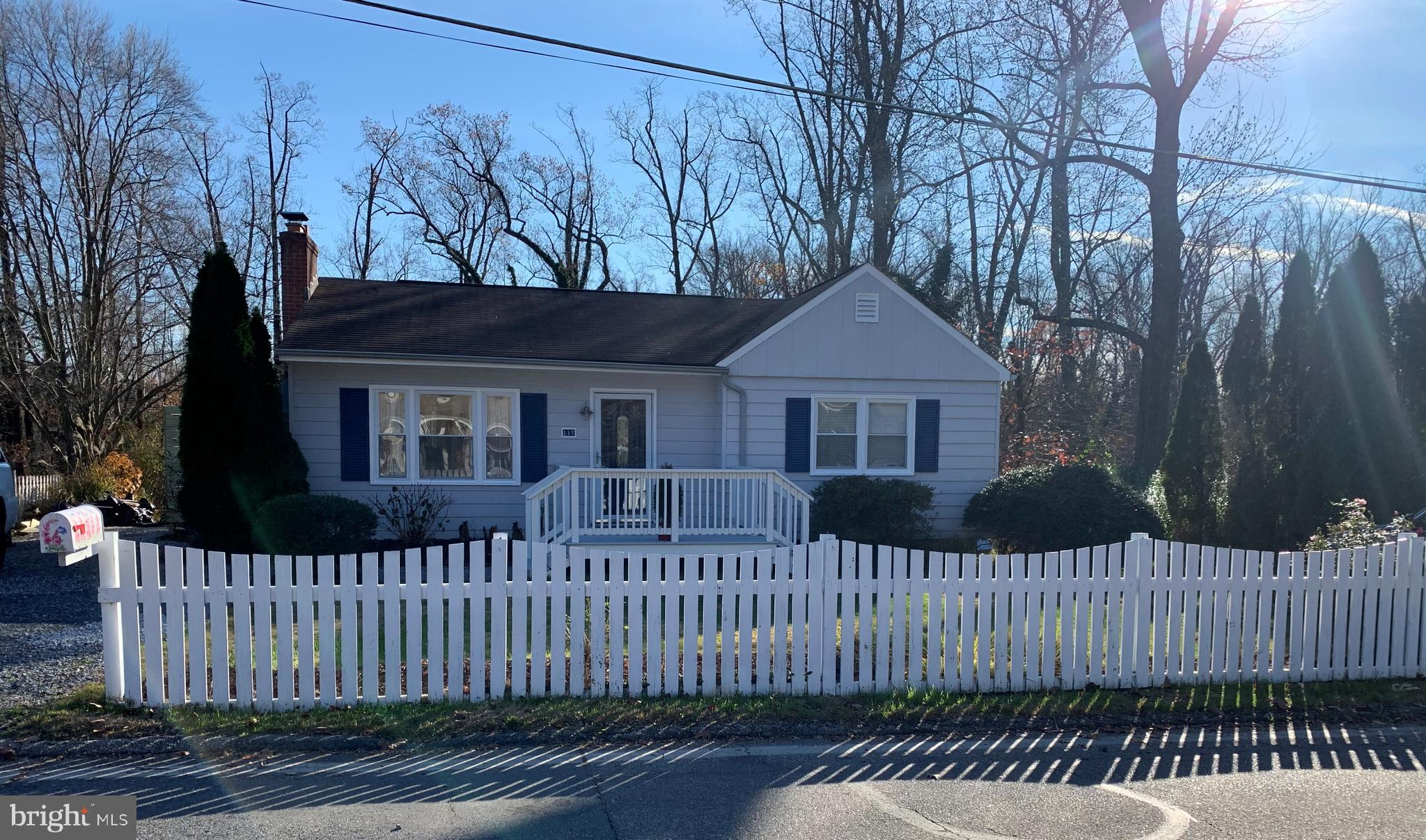 GORGEOUS RANCHER IN SOUGHT AFTER WATER PRIVILEGED COMMUNITY OF PINES ON THE SEVERN.  THIS CHARMING P