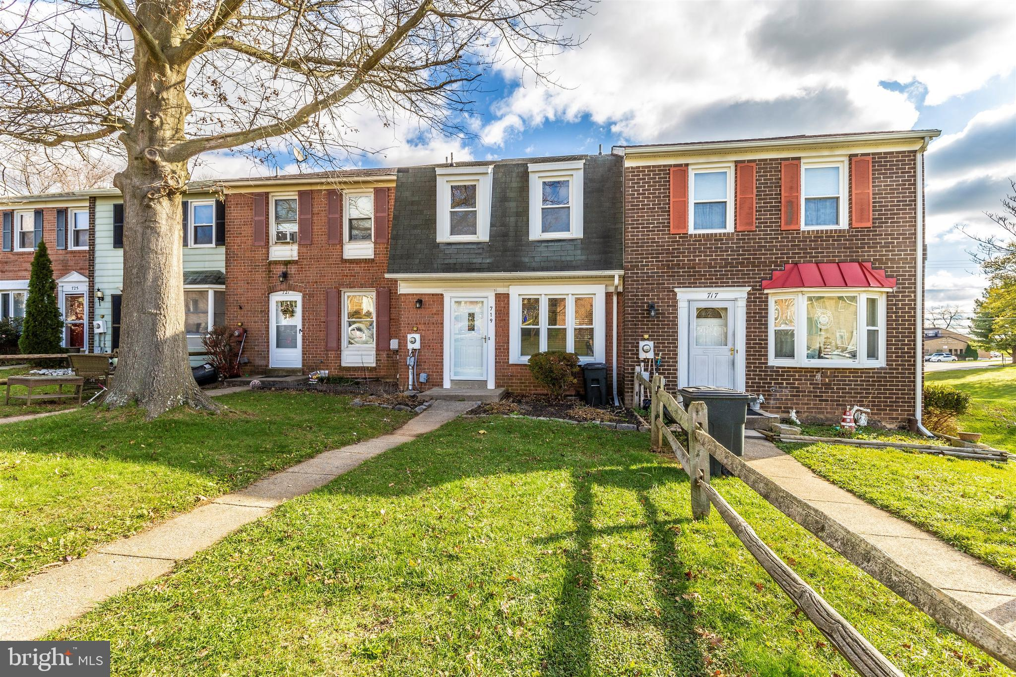 3 BEDROOM, 2.5 BATH BRICK FRONT TOWNHOME IN SOUGHT AFTER FRIENDLY ACRES, MT AIRY. COMMUTER FRIENDLY