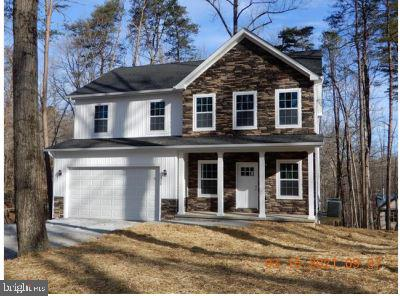 4 bed 2.5 bath colonial on .75+/- acre lot. Full basement, stainless appliances, granite luxury viny