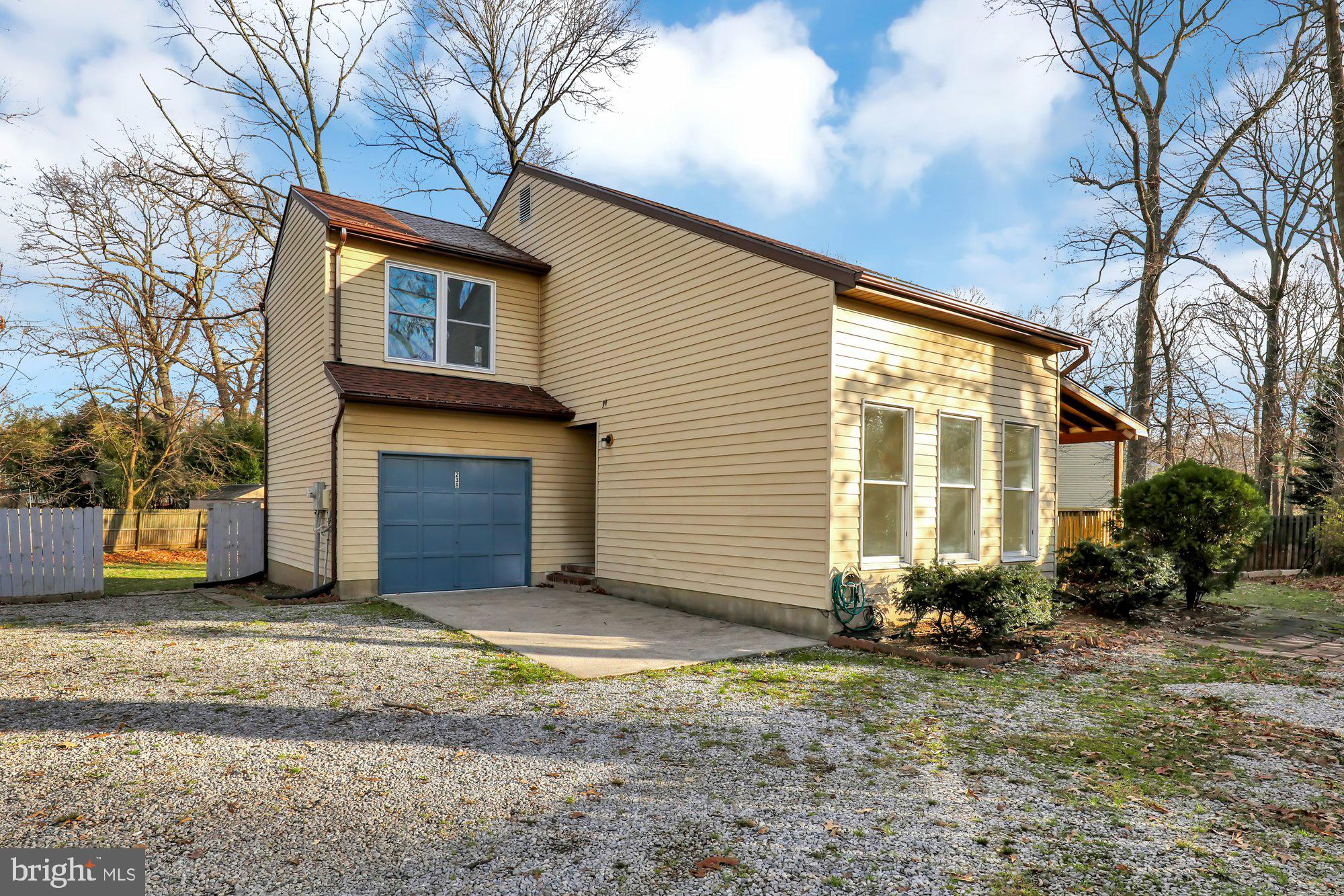 Great single family home on a large level private lot in sought after Oak Hollow!  Featuring new roo