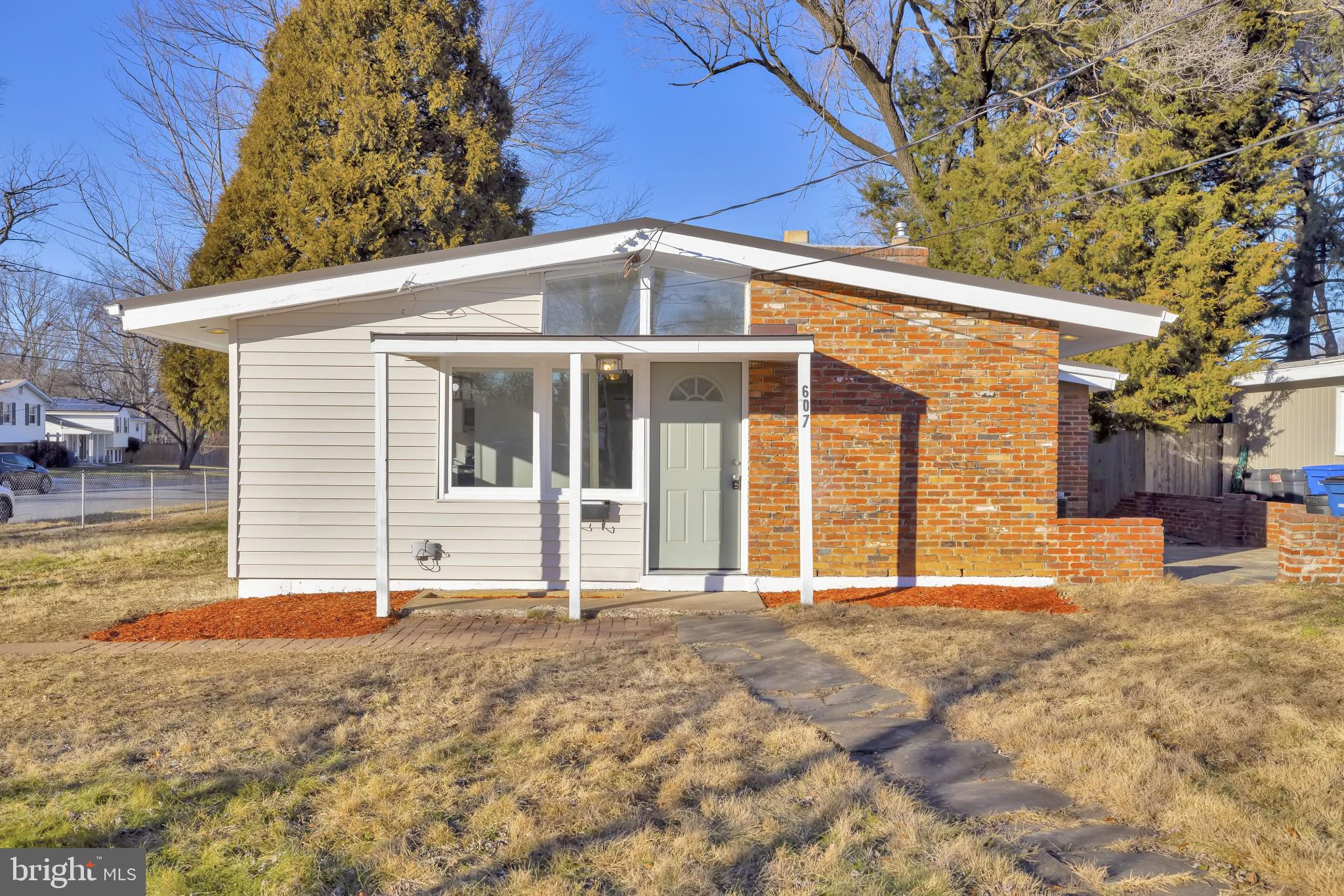 Walk into a light and bright beautifully updated 3bed 1 bath brick home in McDonald Knolls. Walk int