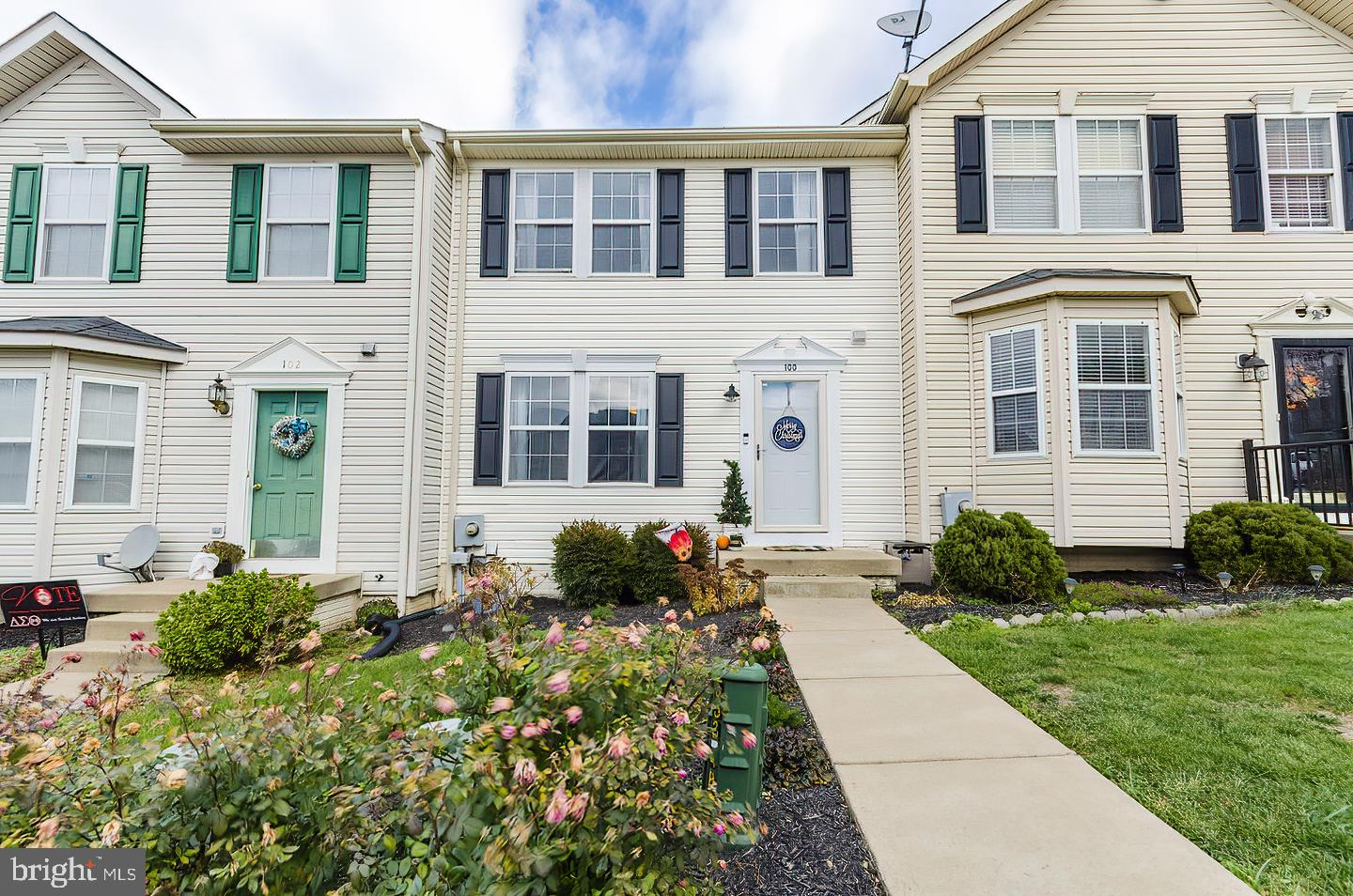 Welcome Home! Very cute 3 bedroom, 2.5 bath townhome in Laurel Ridge with lots of upgrades. Home fea