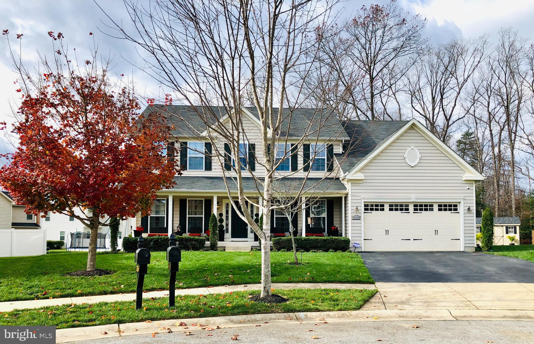 Come view this beautiful, spacious, well-kept home in a desirable community in Waldorf, MD. This hom