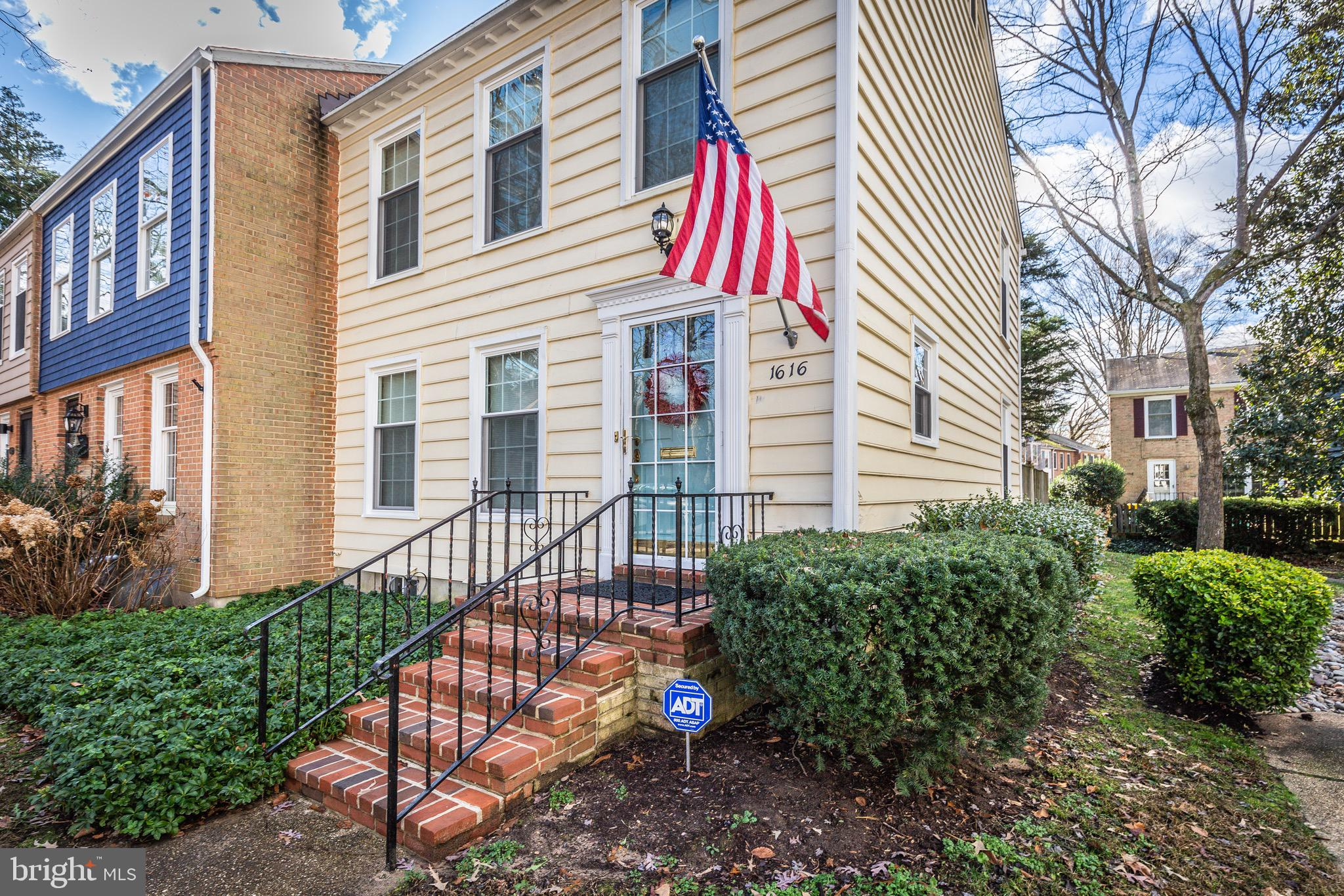 Beautifully updated rare end unit townhome in the sought after Crofton Georgetown Homes community. N