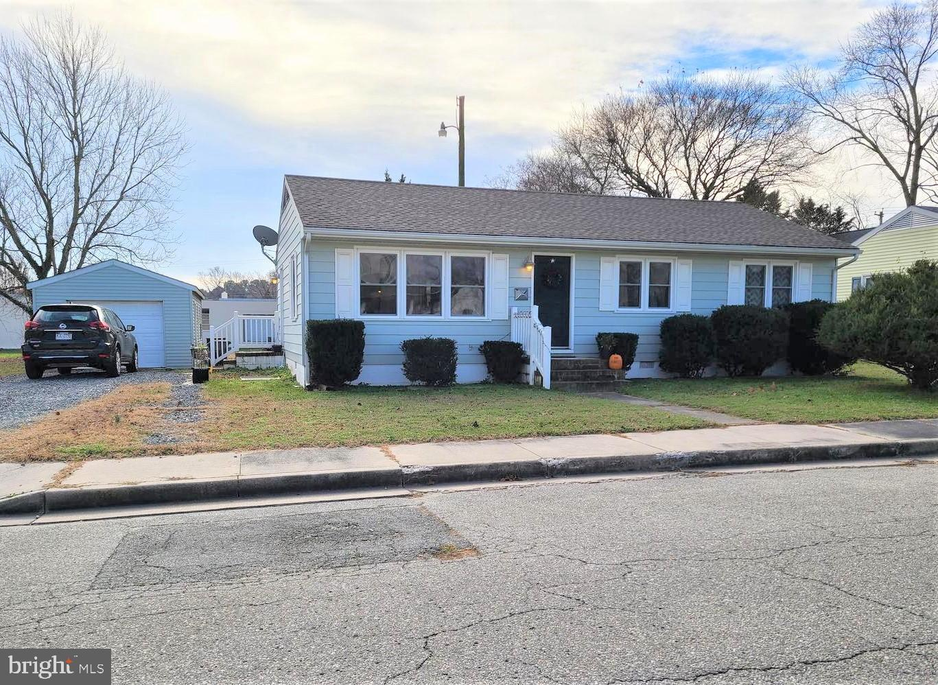 Very nice 3-bedrm, 1-bath home located in the town of Delmar Maryland. Home shows well with architec