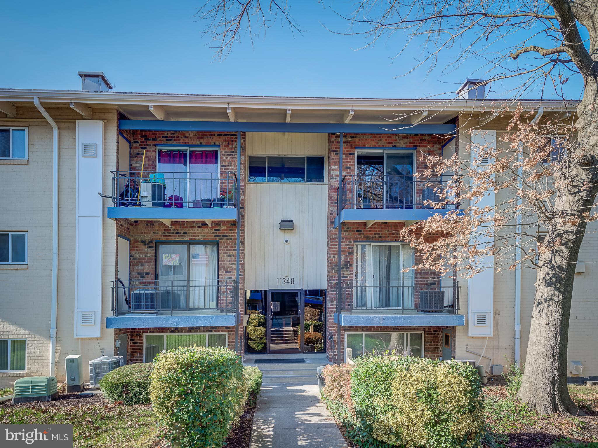 Welcome to the top floor recently remodeled beautiful 989 sqft condo with 2 BR and 1.5 BA and storag