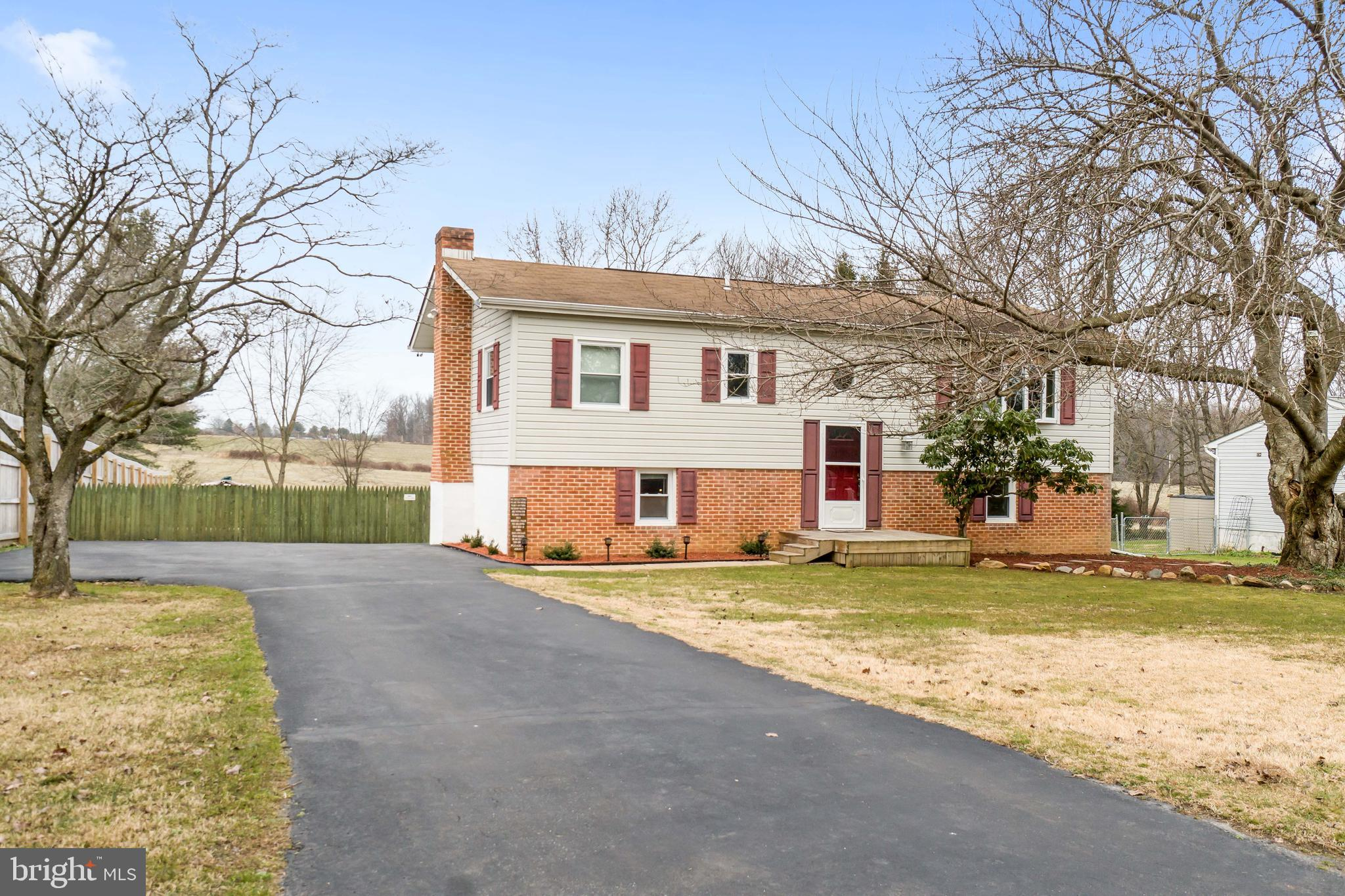 Welcome home to this move in ready home on cul-de-sac street in Barksdale Farms. This home offers an