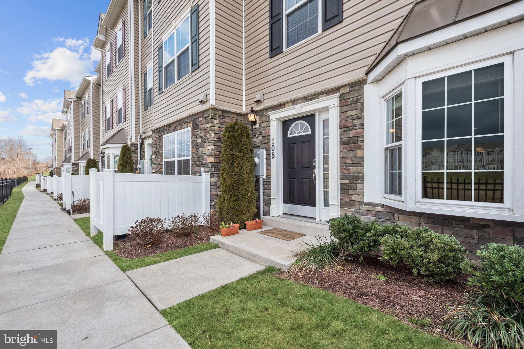 Lovely End-Unit Townhome in Reservoir Ridge with Incredible community Pond Views! This home features