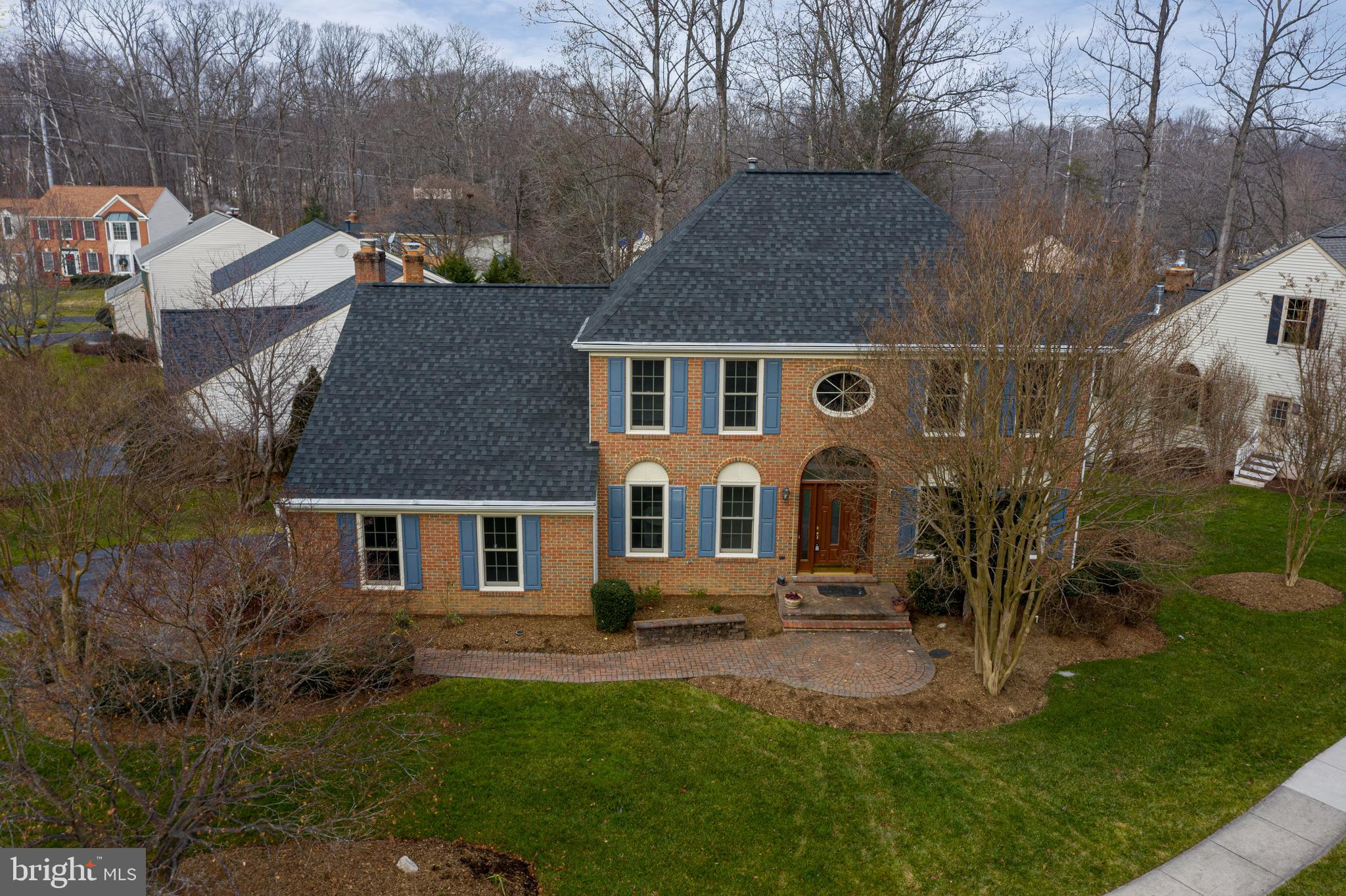 Gorgeous MOVE-IN READY  South Run Oaks Colonial! Great curb appeal is the first thing which strikes