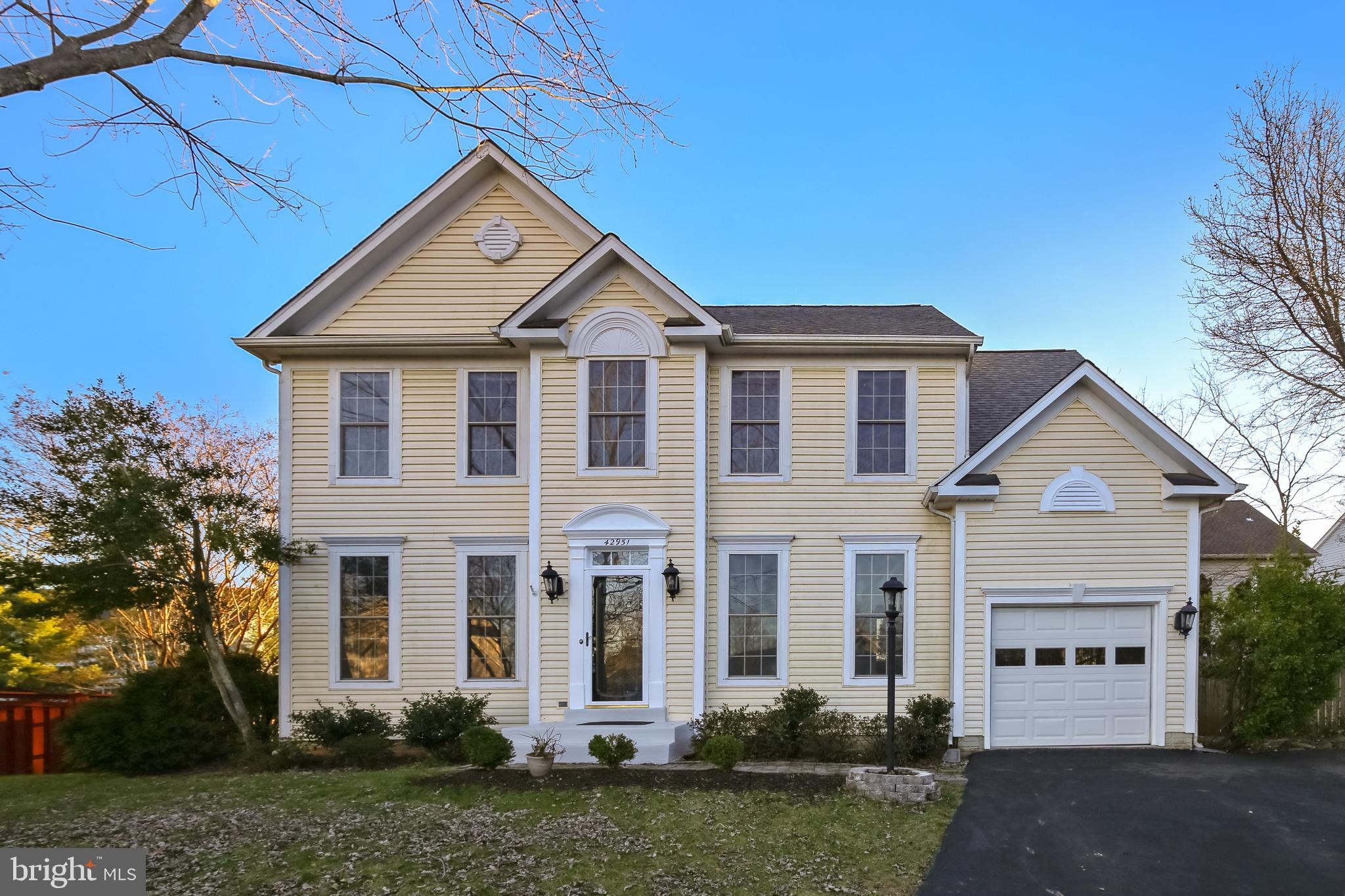 Spacious 3level Colonial w/4BR,3.5Ba! Au pair suite on lower level with rec rm, den/br/media r,,full