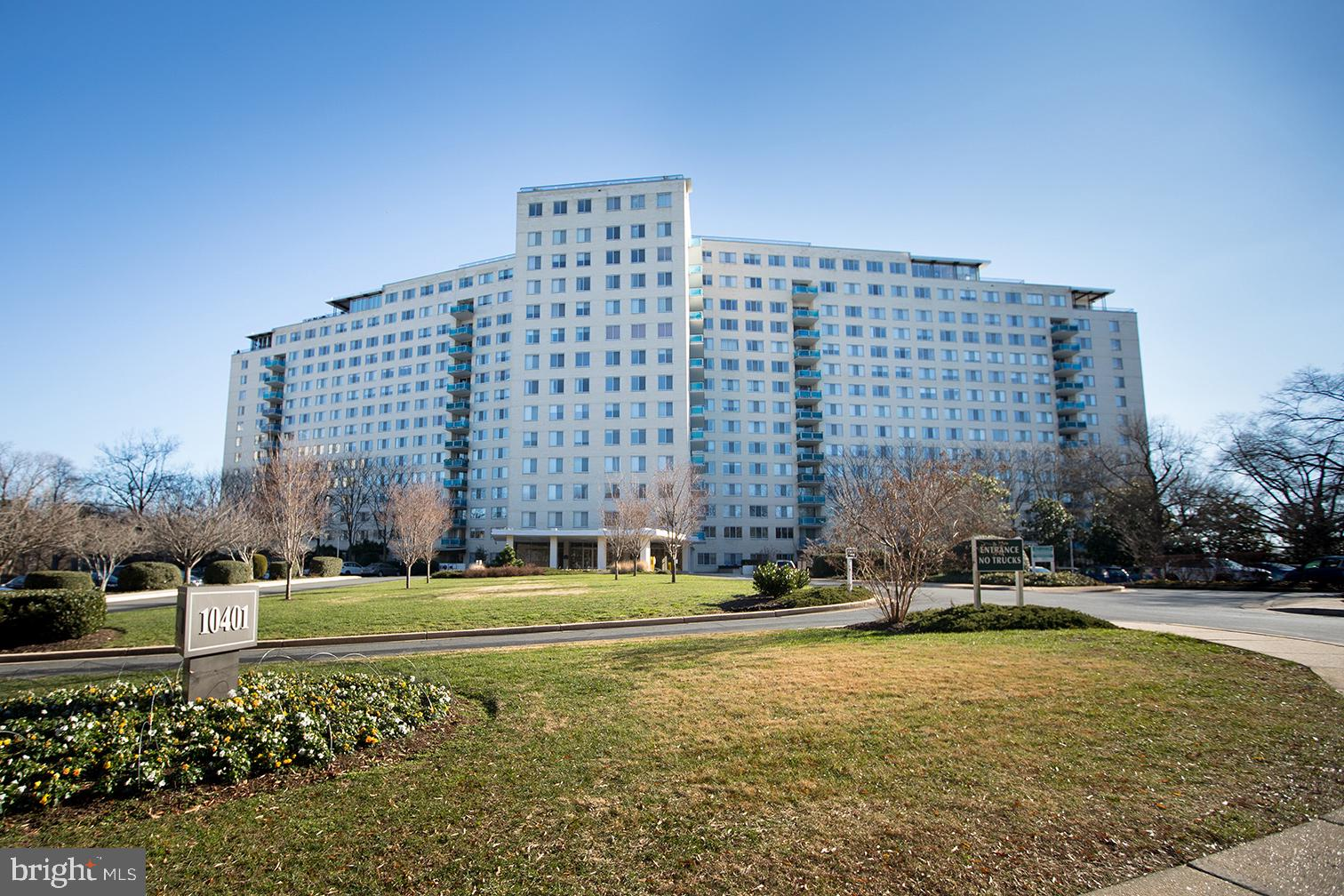Great opportunity to own as your own or as an investment property in North Bethesda.  Building 10401
