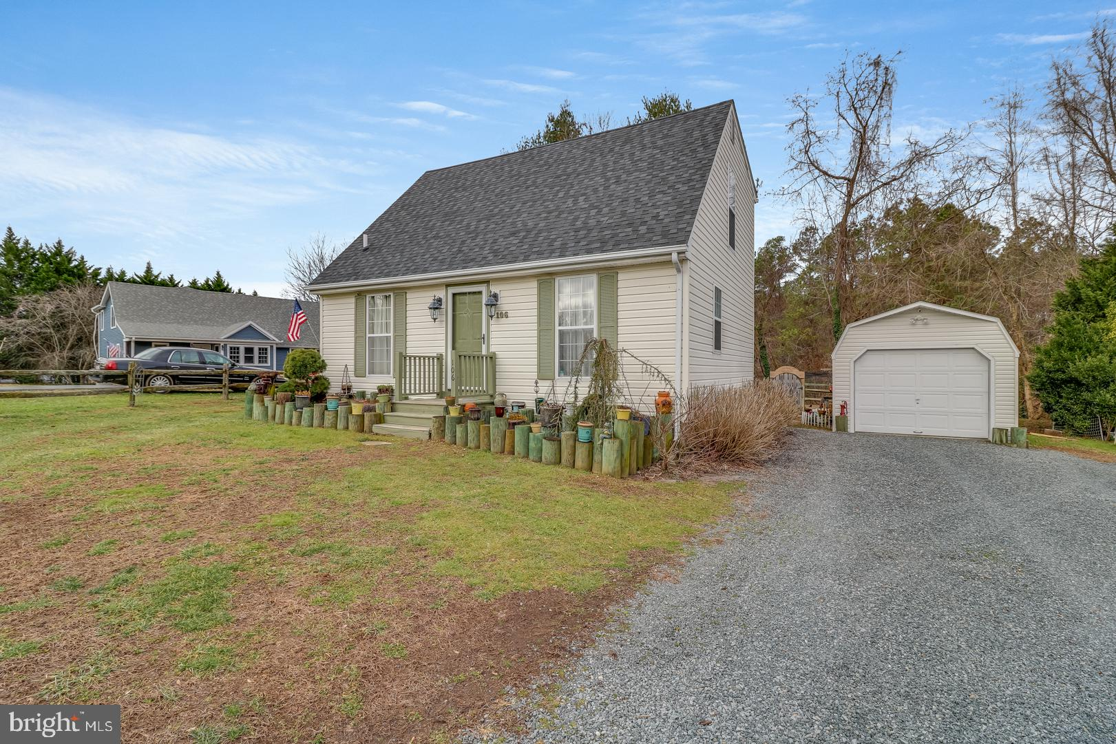 LOCATION, LOCATION, LOCATION! STUNNING CAPE COD IN THE CHARMING TOWN OF CHURCH HILL. FEATURING 3 BED