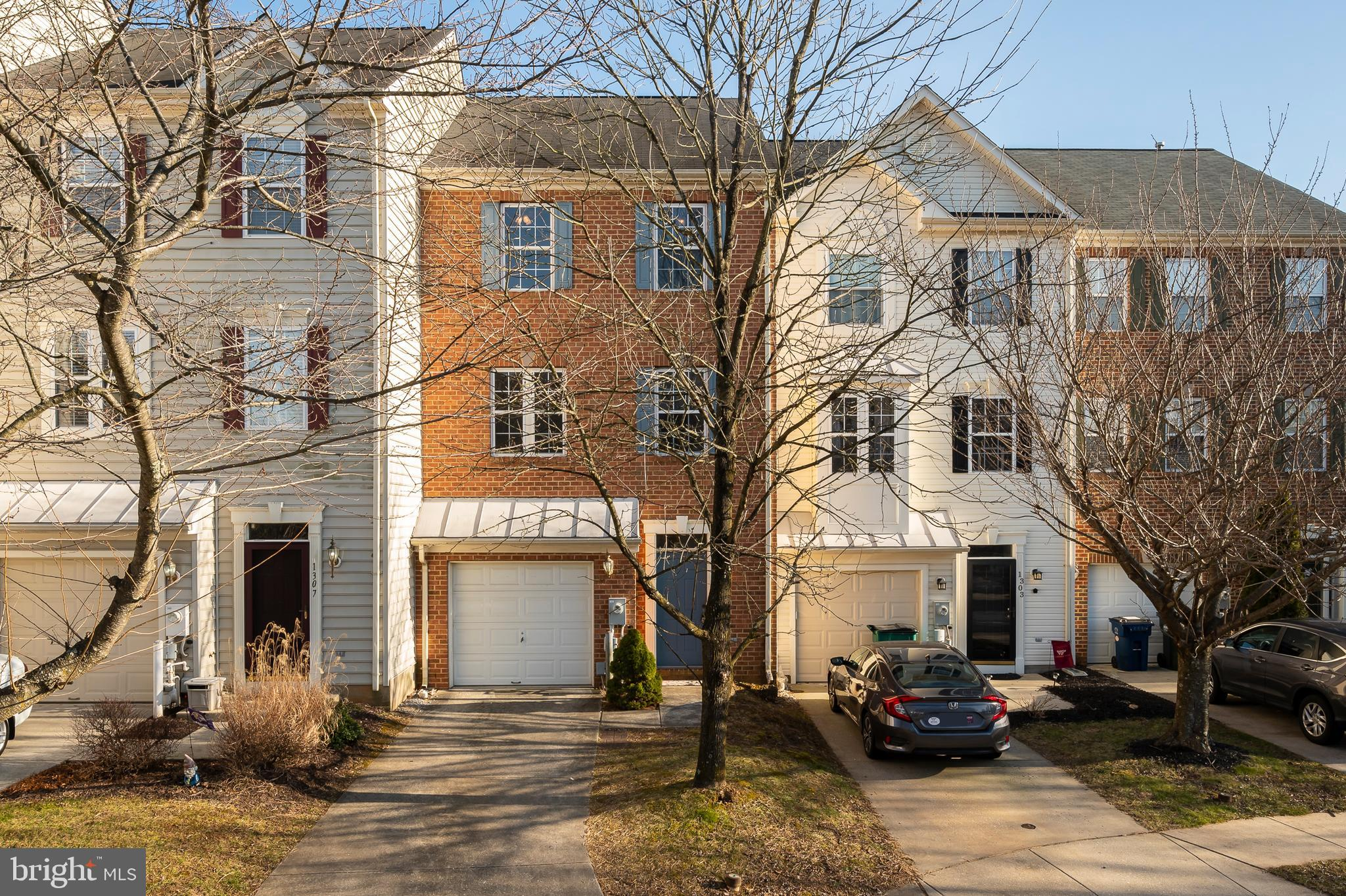 This beautiful well-maintained townhome, located in the highly desirable community of Tyding Acres,