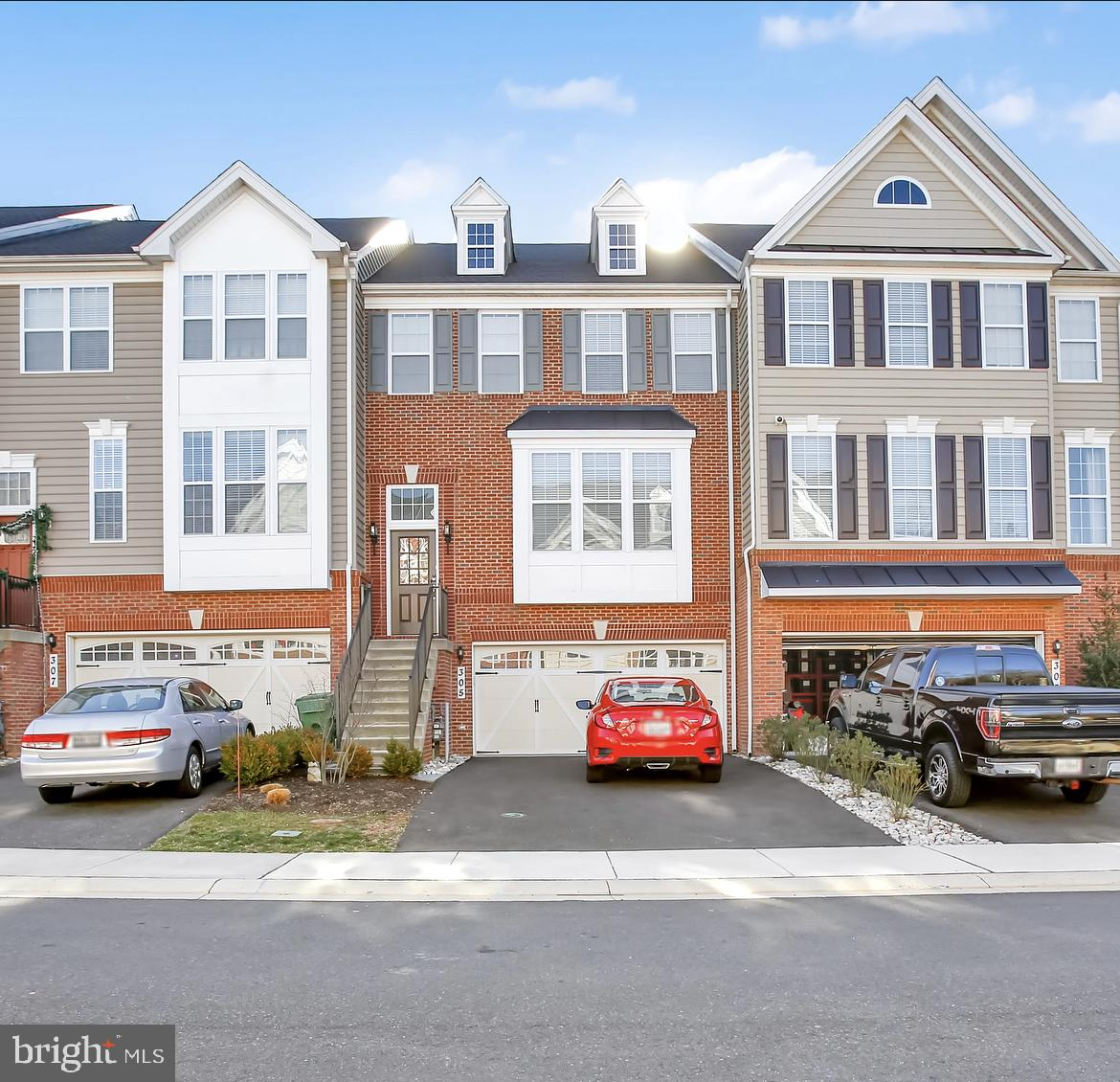 Beautiful 3 Bed 3.5 Former Model Townhome in Laurel Ridge!  Listed and Sold Simultaneously