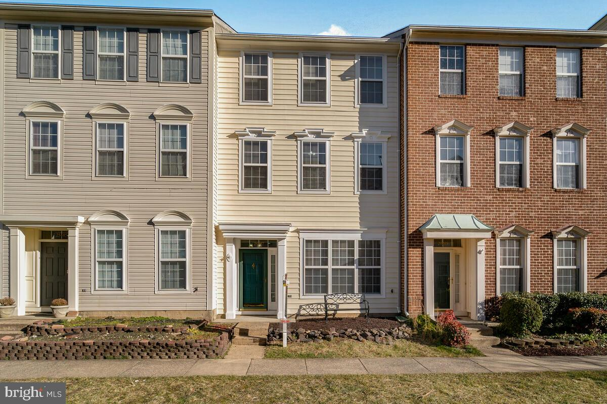 ***OPEN HOUSE 1/24/2021(SUN) 12 TO 3PM ***B-E-A-U-T-I-F-U-L   &   UPDATED 3 LEVEL TOWNHOUSE NEXT TO