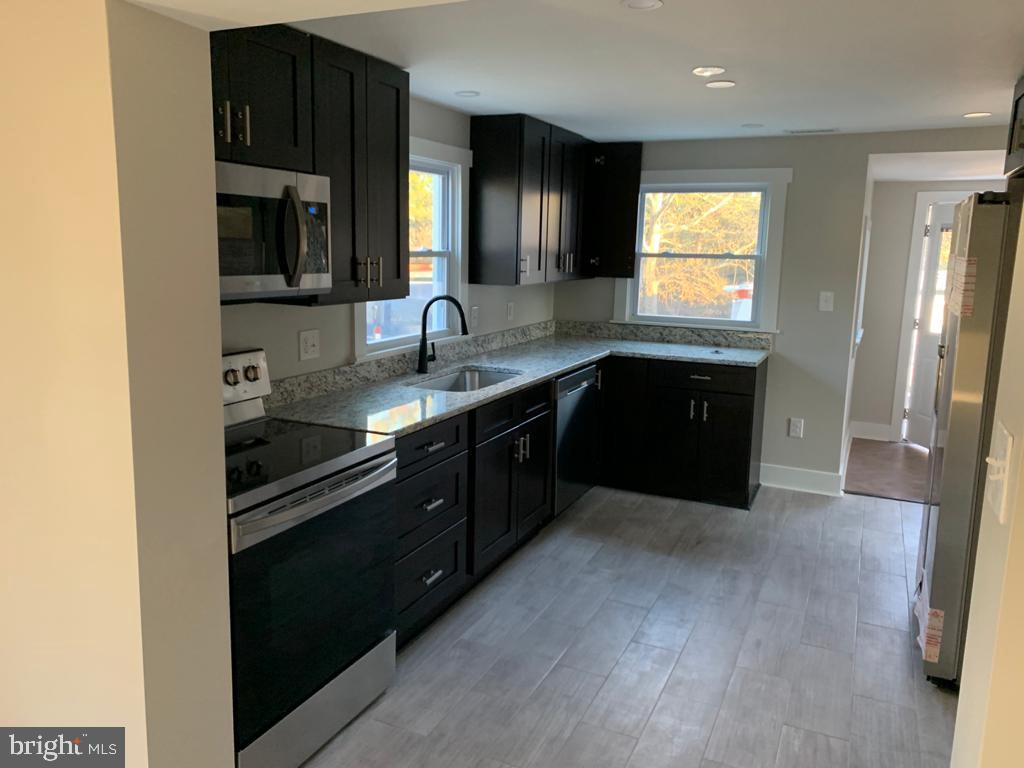 Gorgeous single family home, completely remodeled  from the top to the bottom. has 4 bedrooms and 2