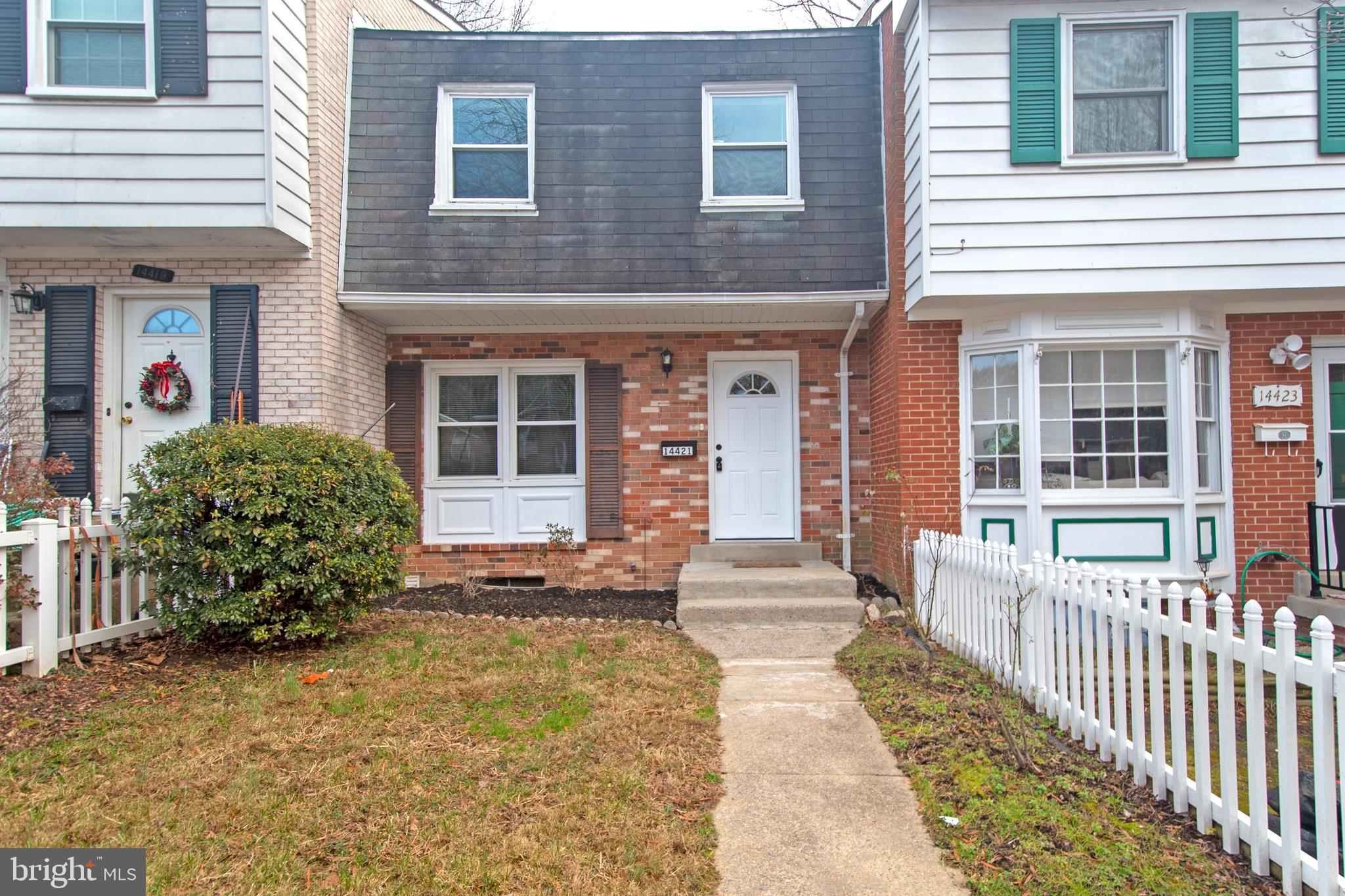 MOVE NOW! UPGRADES! Drenched in SUNLIGHT, Gorgeous HARDWOODS, STUNNING Gourmet Kitchen with STAINLESS/GRANITE! Finished Rec Room with Decorative Fireplace WALKS OUT TO PEACEFUL TRANQUILITY of Grassy Common Grounds. QUIET Non-thru Street, Minutes to I-95 and PRTC Transit Center.