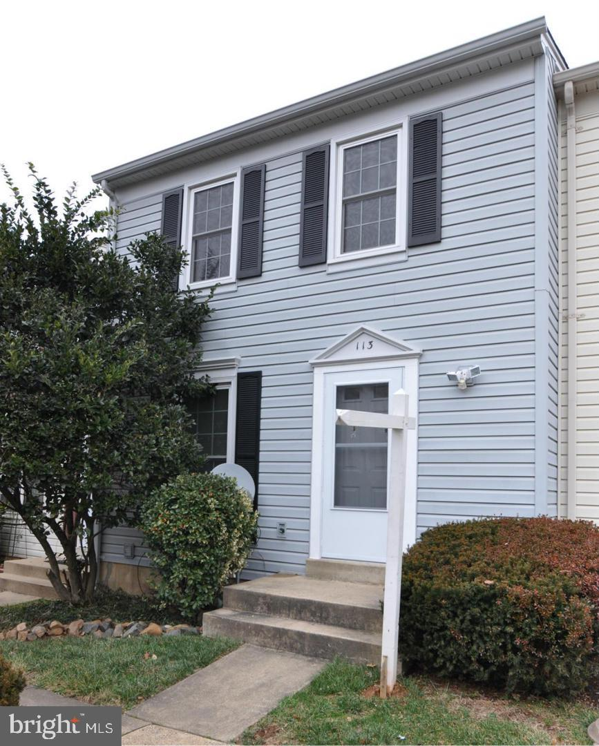 Quiet street great location .Close to shopping, airport, toll road, restaurants and W&OD path. Newer