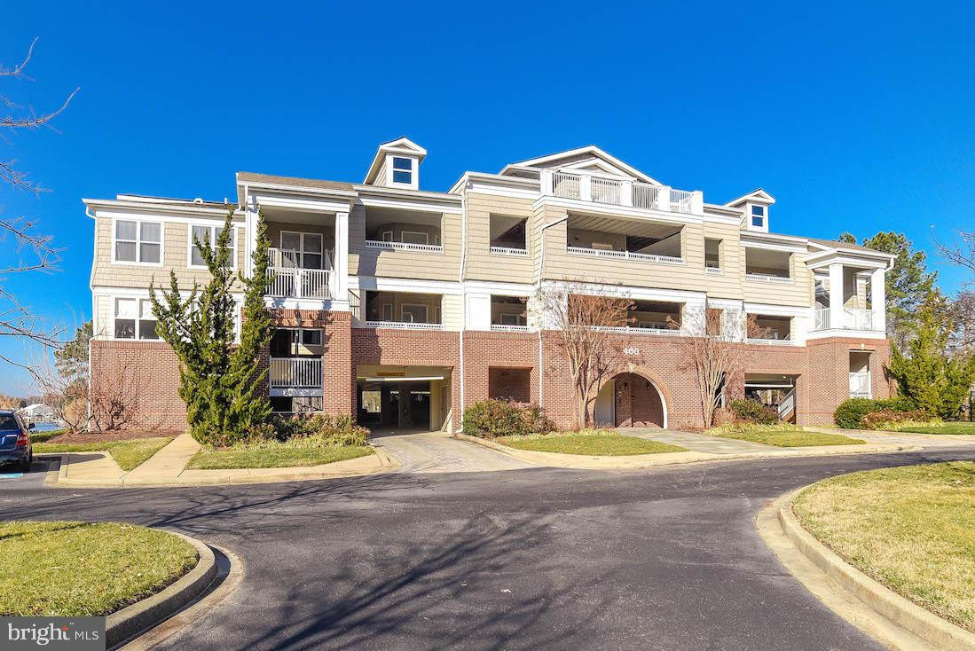 Beautiful move in ready- waterfront spacious condo in meticulously maintained Oyster Bay Community.