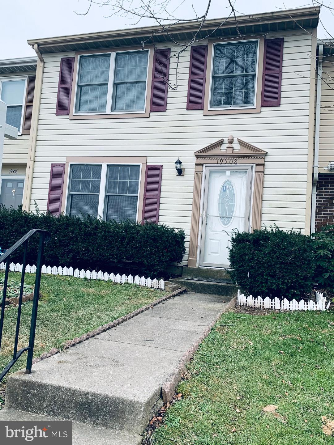 LOCATION LOCATION LOCATION ... CLOSE TO SHOPPING CENTER HOSPITAL AND MORE ...SPECTACULAR TOWNHOME WI