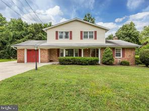 This home is waiting for a new owner.   Located close to major transportation, shopping, and much mo