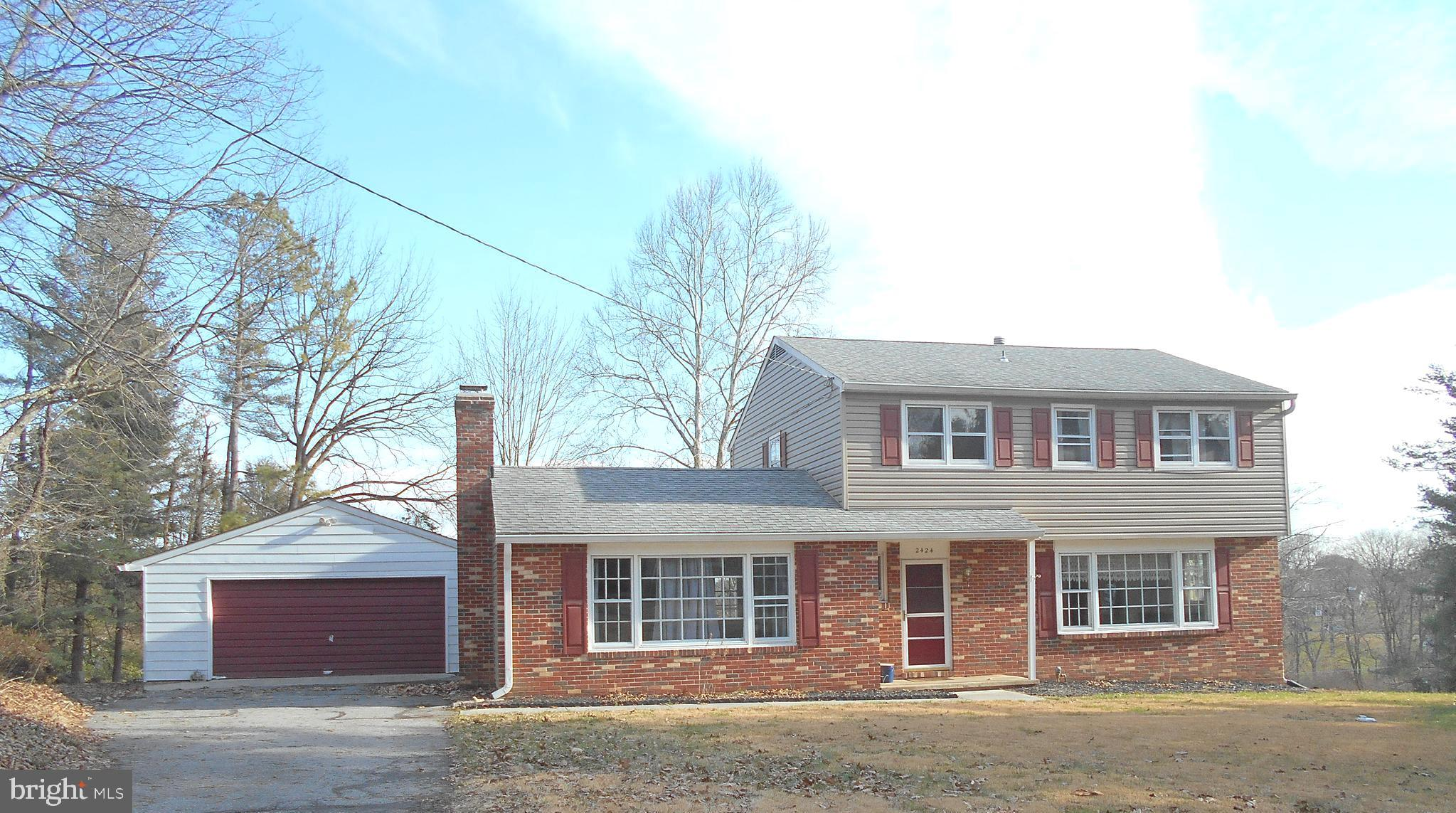 **4 BEDROOM-- 2 1/2 BATH COLONIAL  WITH 1ST FLOOR FAMILY ROOM W/ FIREPLACE** CONVENIENT  LOCATION JU