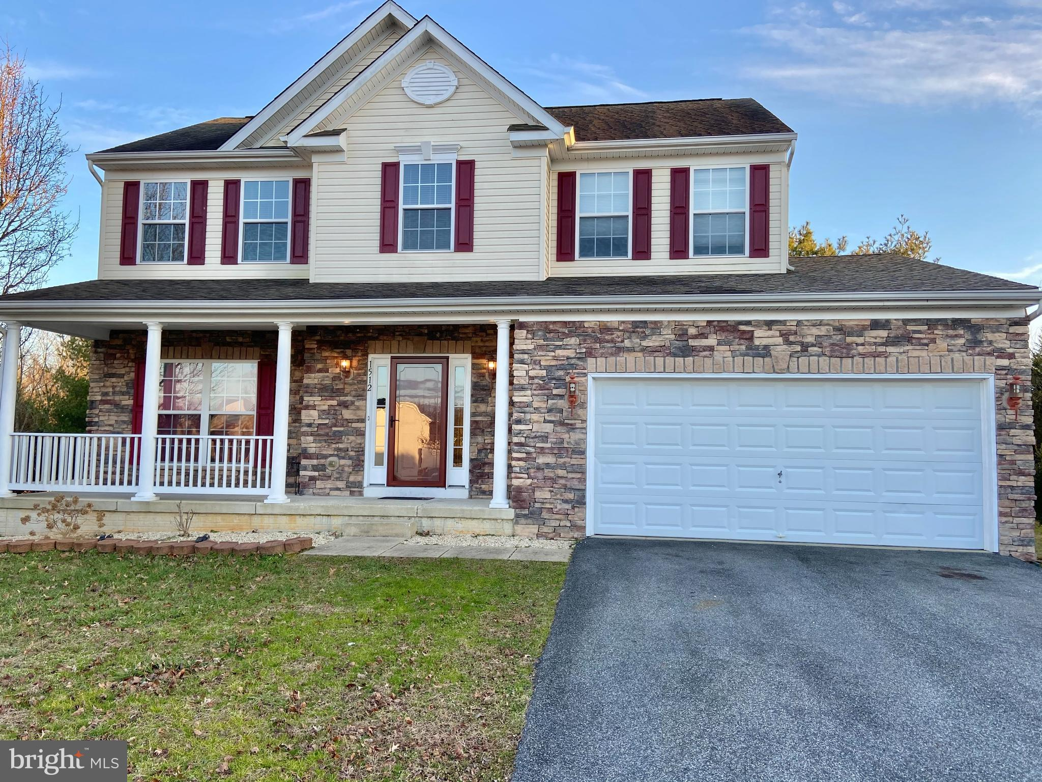 Beautiful, well maintained 5 BR, 3.5 BA home in the Harbor Pointe community. This home is situated