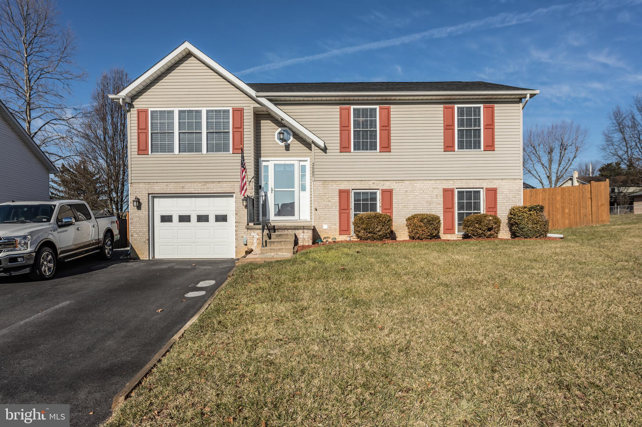 Well maintained and updated split foyer in a wonderful community location.  Just off of I81 in Middl