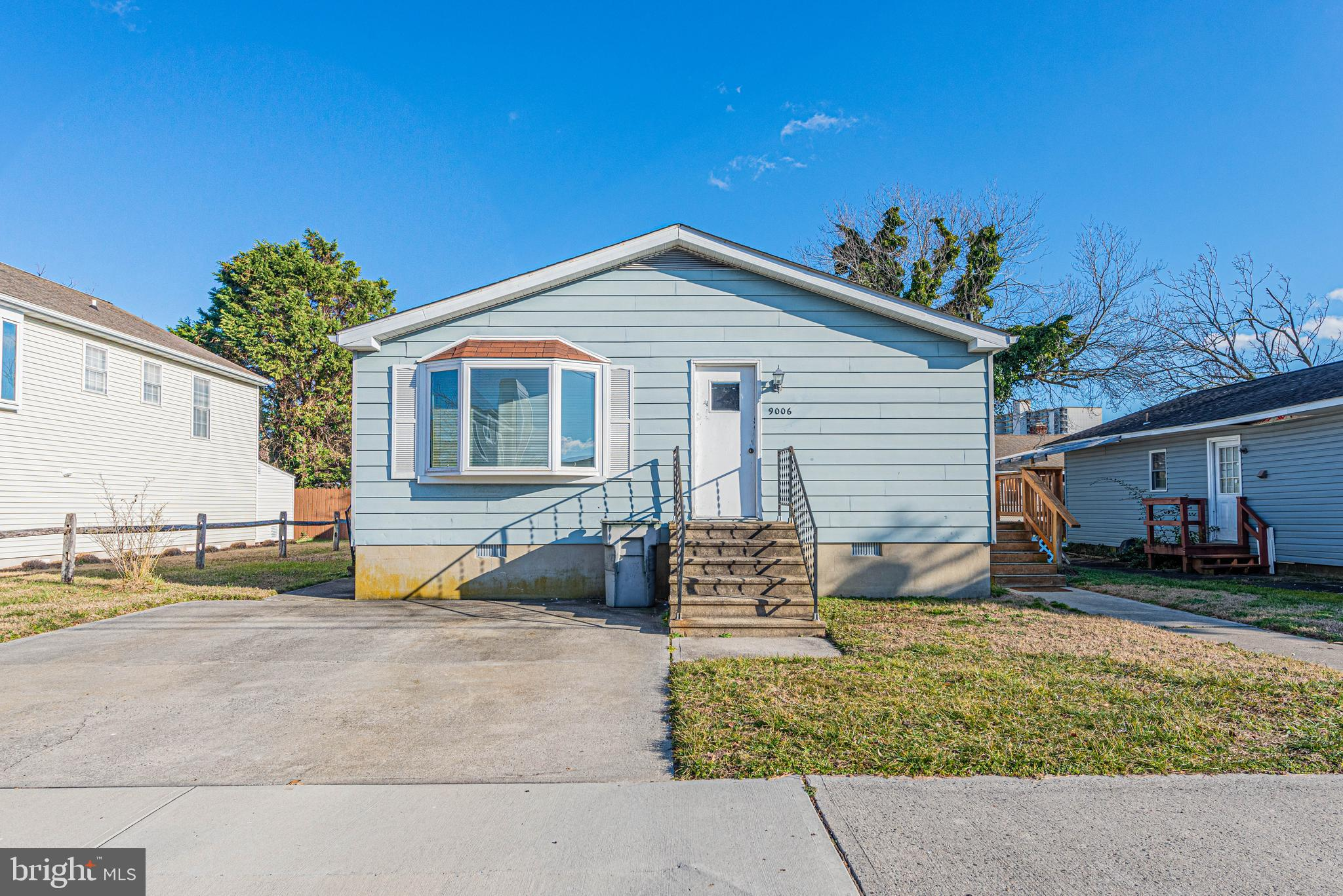 Cute 3 Bedroom Single family home located in Little Salisbury.  Close to Beach , Public Parks and Re