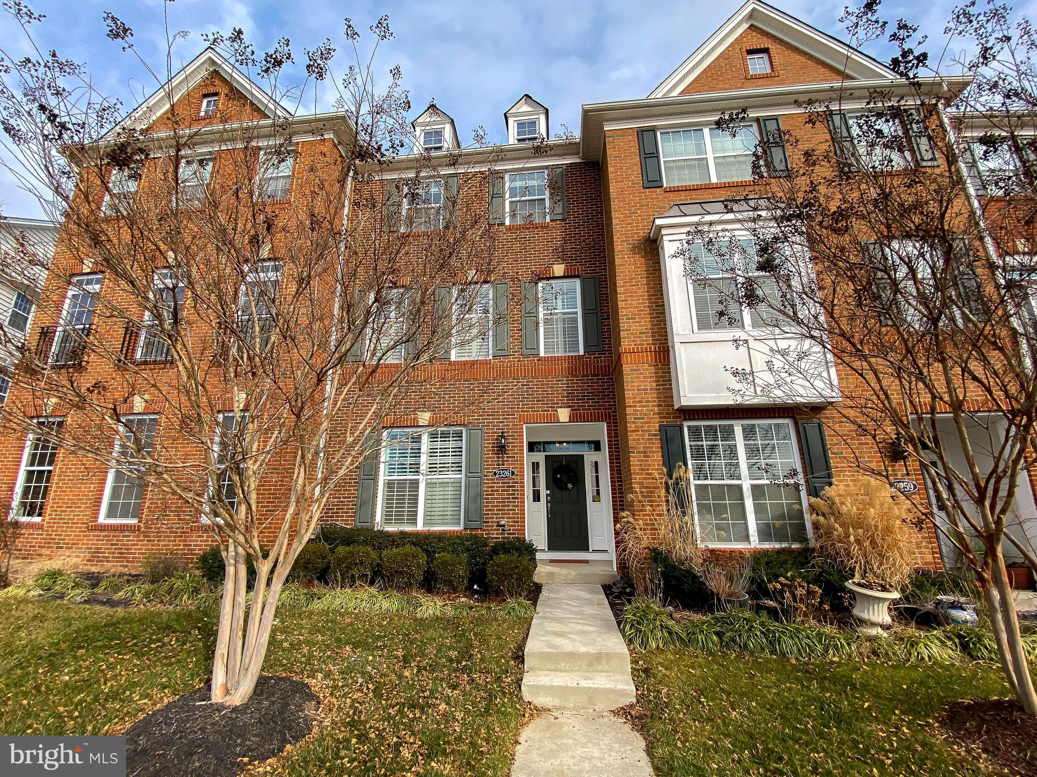 BETTER THAN NEW 3 LEVEL - 4 BEDROOM - 3.5 BATH TOWN HOME IN SOUGHT AFTER LOUDOUN VALLEY ESTATES!  TH
