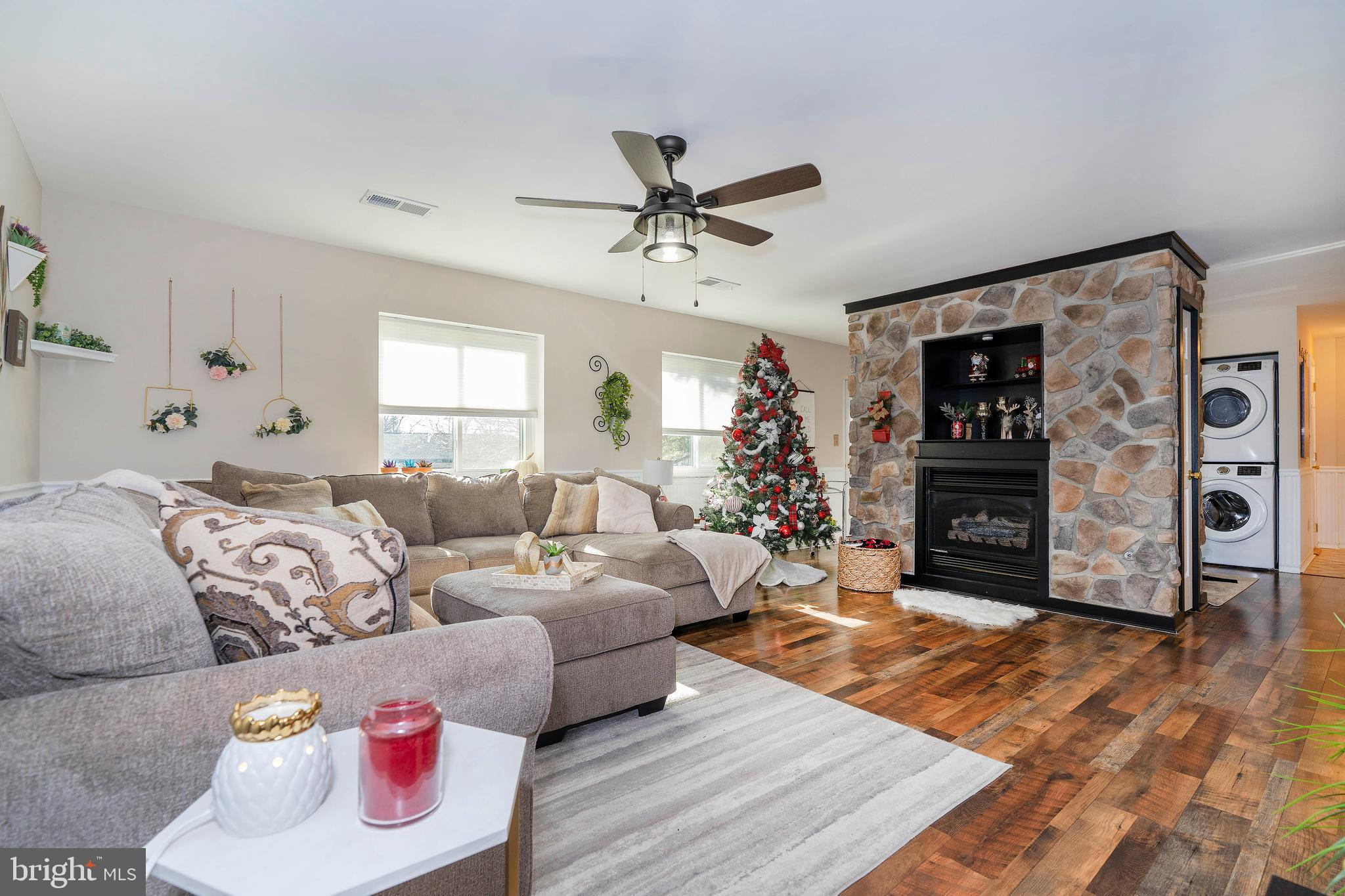 Welcome to Paladin Club located in North Wilmington.  This gorgeous condo has been fully updated and