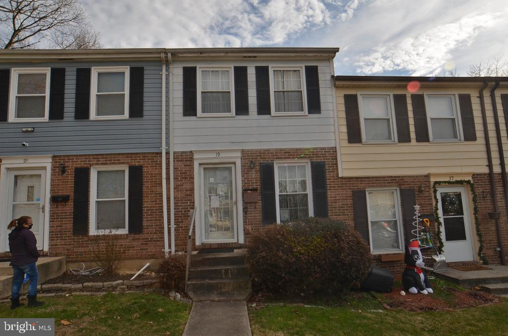 3 br 1.5 ba townhome with walk out basement. Property sold as is