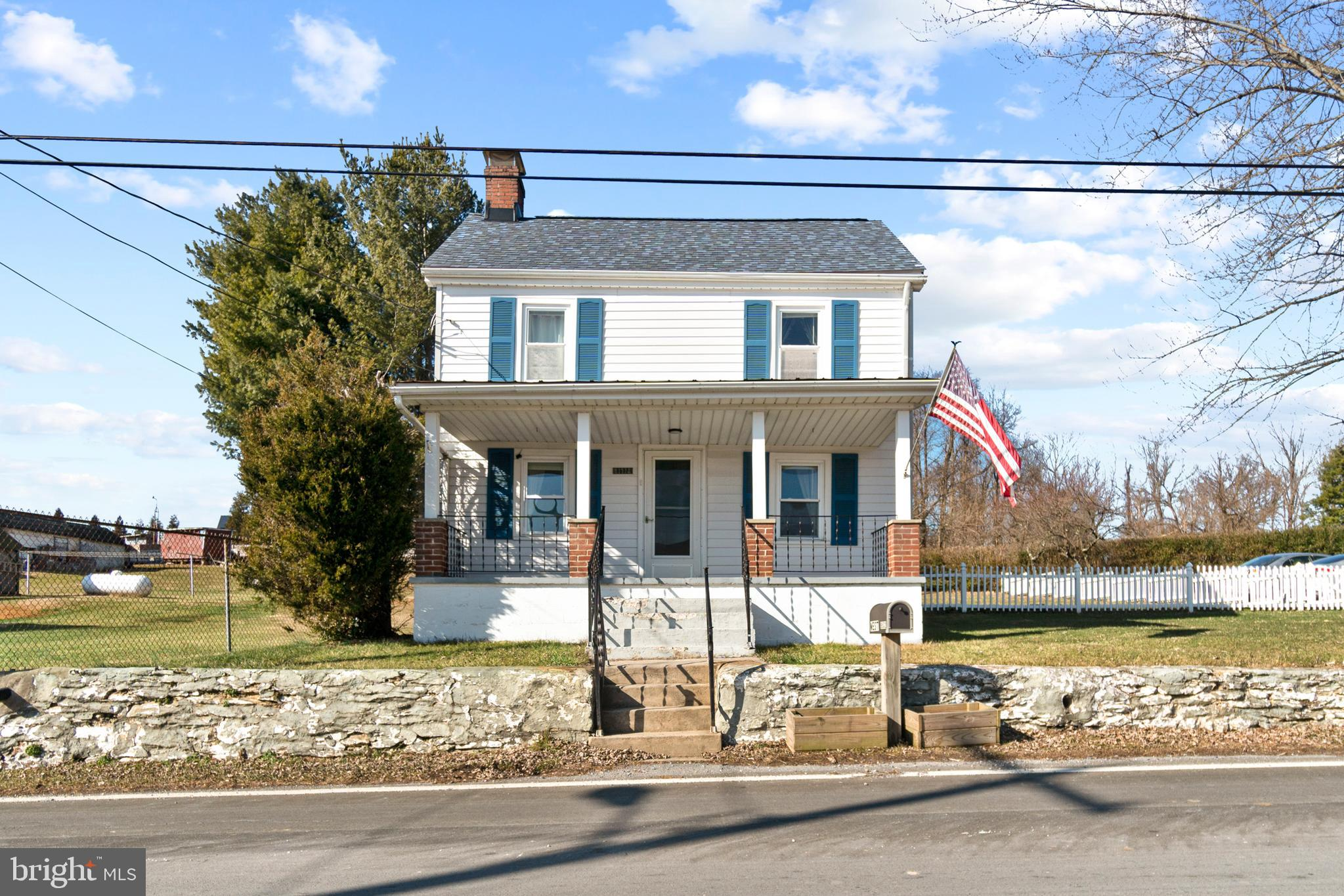 Country living with mountain views and Middletown schools! 3 bedroom 1.5 bathroom single family with