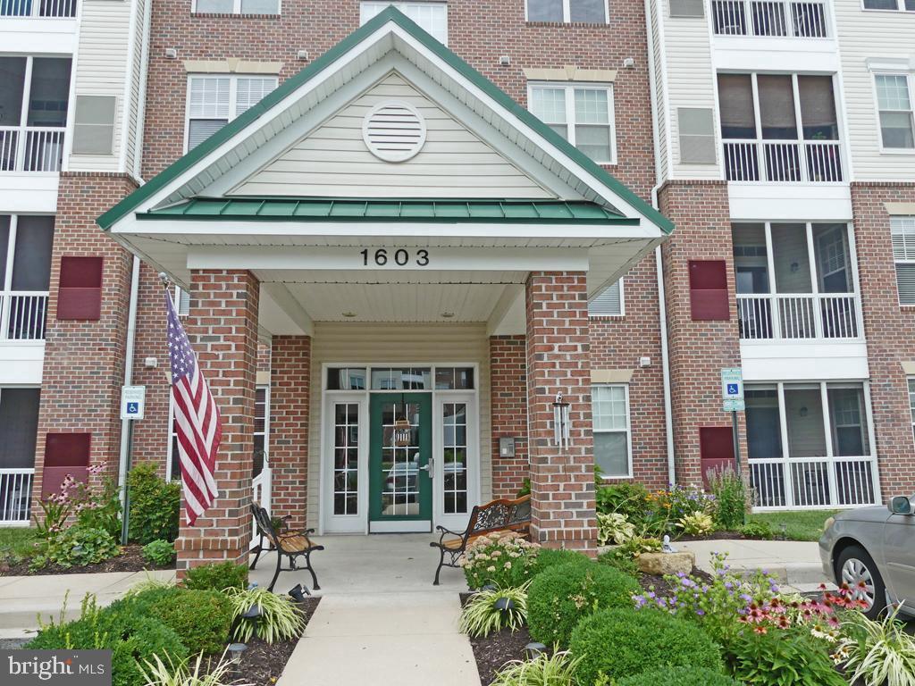 Inviting 2 bedroom 2 full bath condo located on second level in elevator building.  Pristine conditi