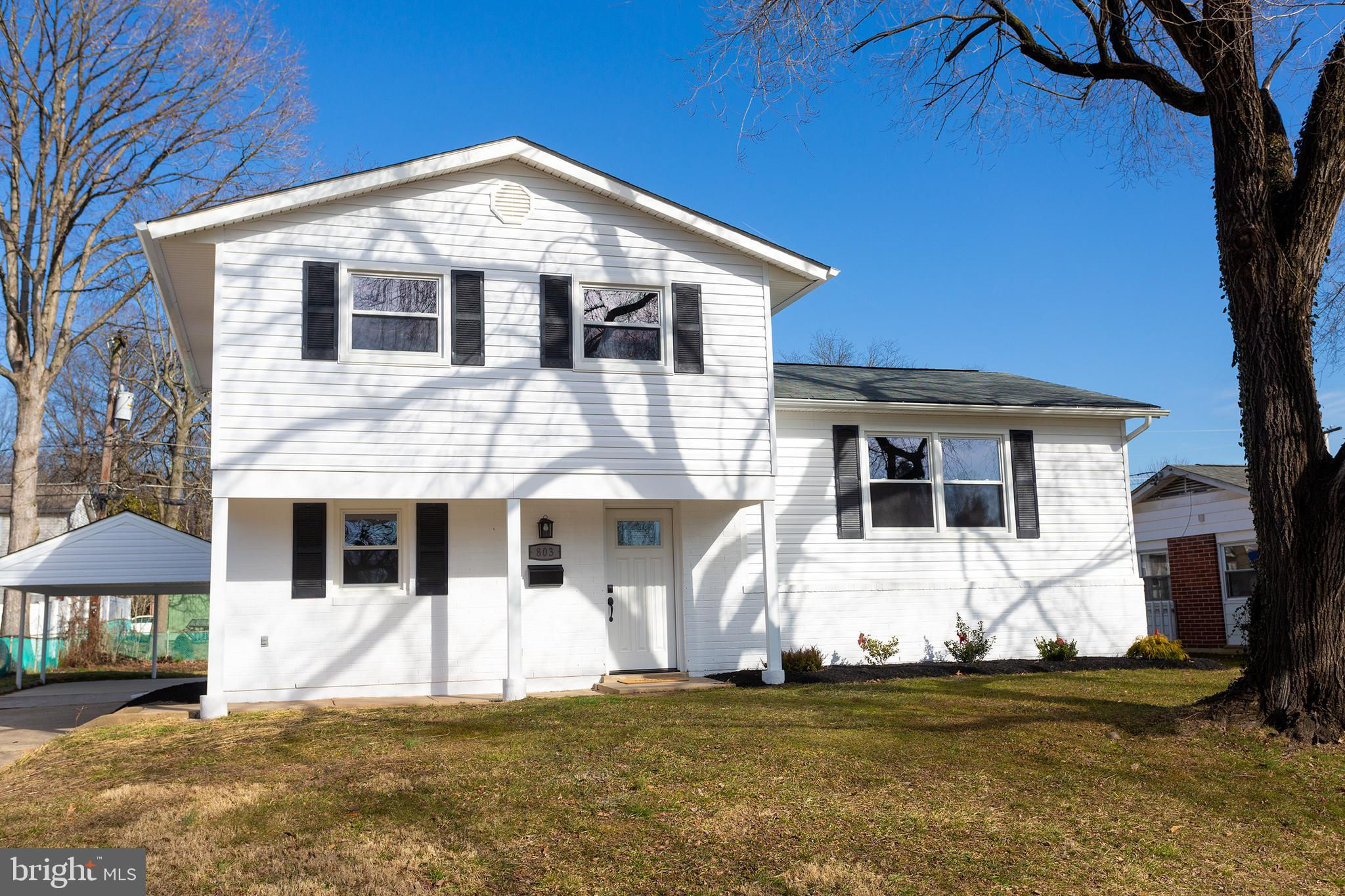 BEAUTIFUL REMODELED SPLIT LEVEL HOME WITH ALL NEW APPLIANCES, GRANITE COUNTERTOPS, AND NEW FLOORING
