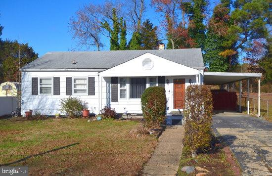 ***Potential Short Sale***  Living Room with hardwood flooring, Eat-in Kitchen / Dining Room Combina