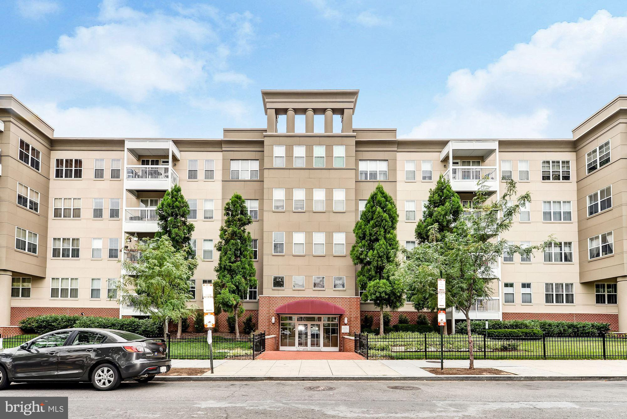 Stunning 1BR/1BA unit with southeastern exposure ft a large balcony overlooking 11th Street at The L