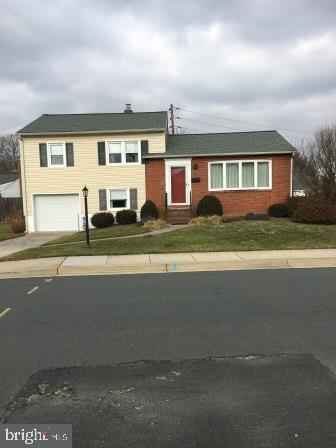 Sought after Linthicum Heights in Michaelton Manor; close to shopping, the BWI Airport, and major ro