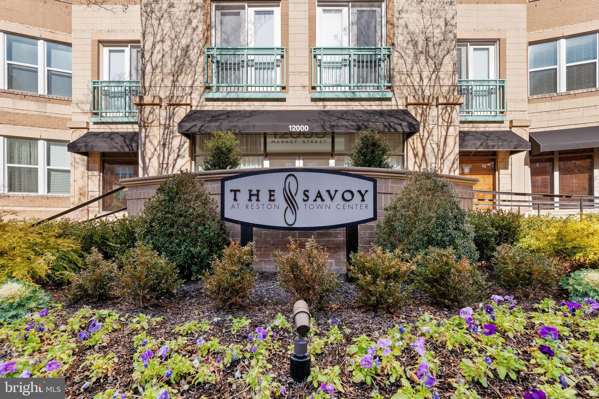 Live in the middle of Reston Town Center with shops, restaurants, and entertainment just steps away.