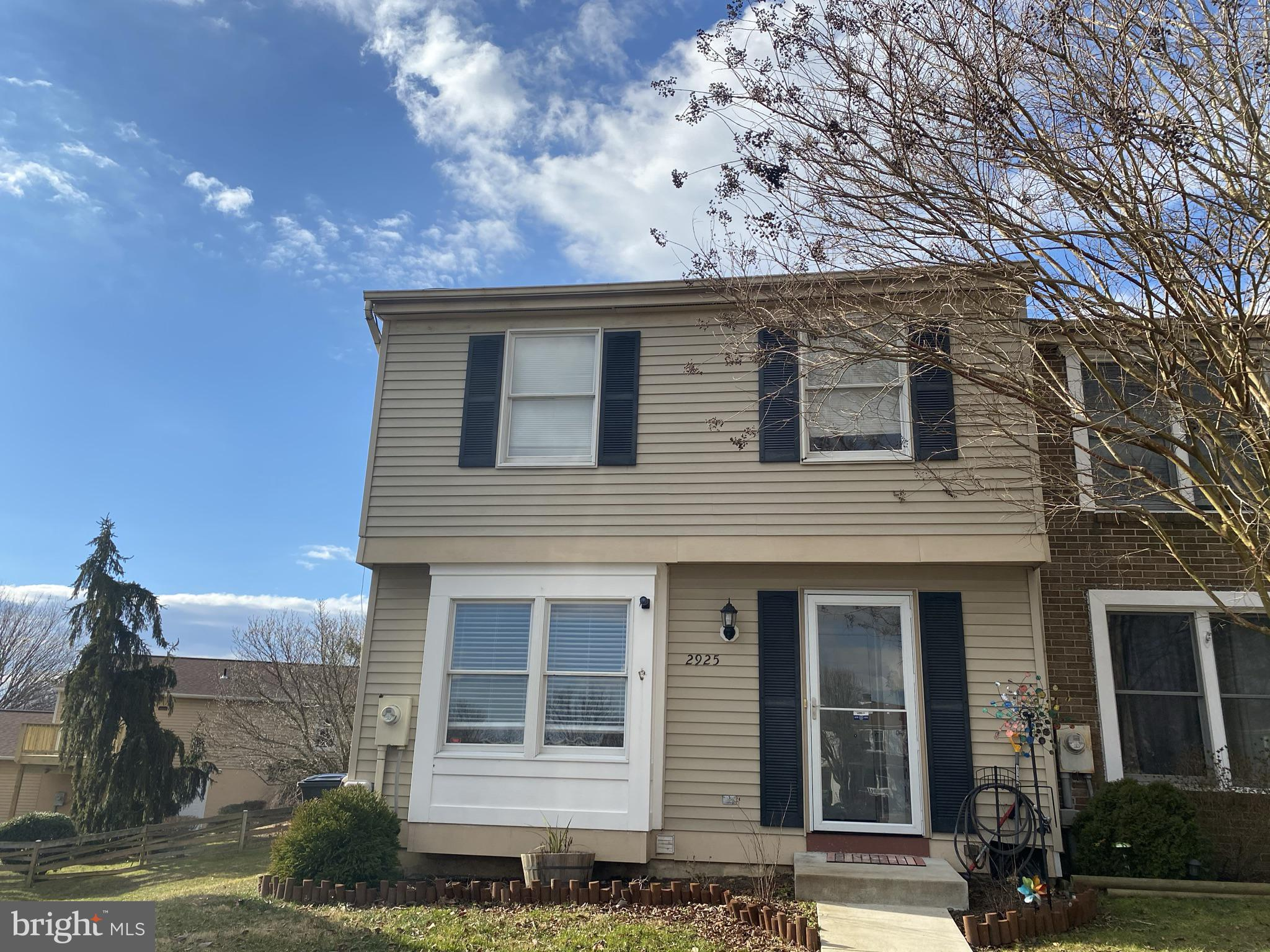 3 Br, 1.5 BA End of Group  is a must see! Living room  with pass thru to Kitchen with Stainless Stee
