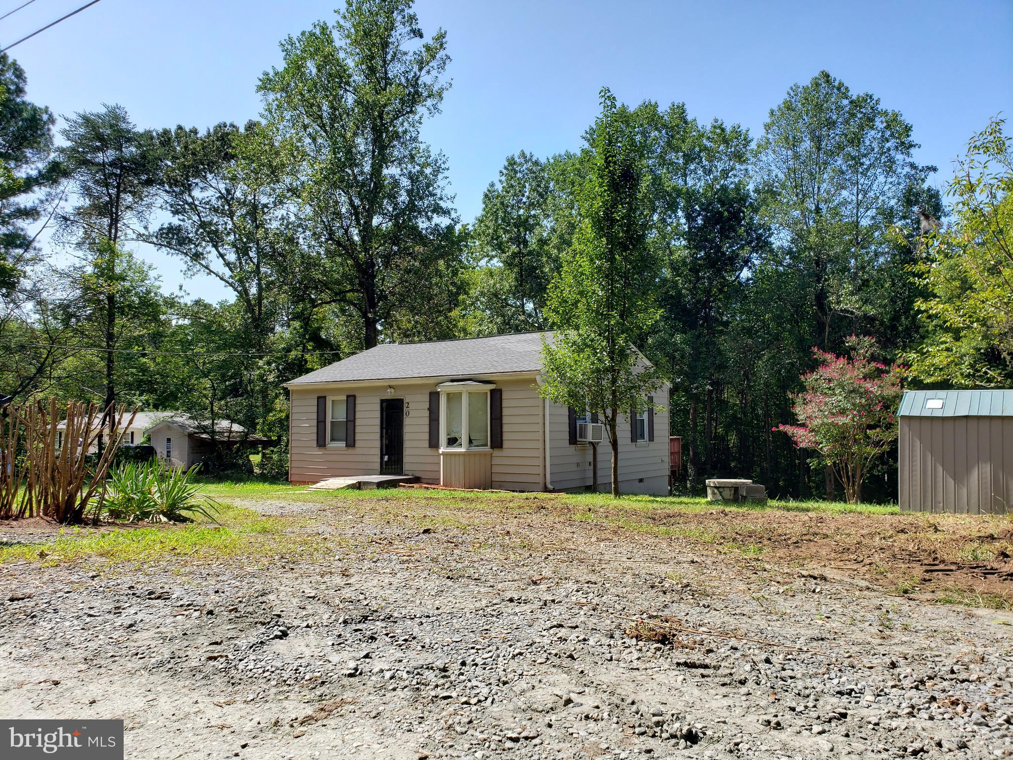 REMODEL RAMBLER ON CLOSE TO 1 ACRES LOT, 2BR's, 1FBA, UNDER $245K WITH NO HOA!!! NEW PAINT, NEW ROOF