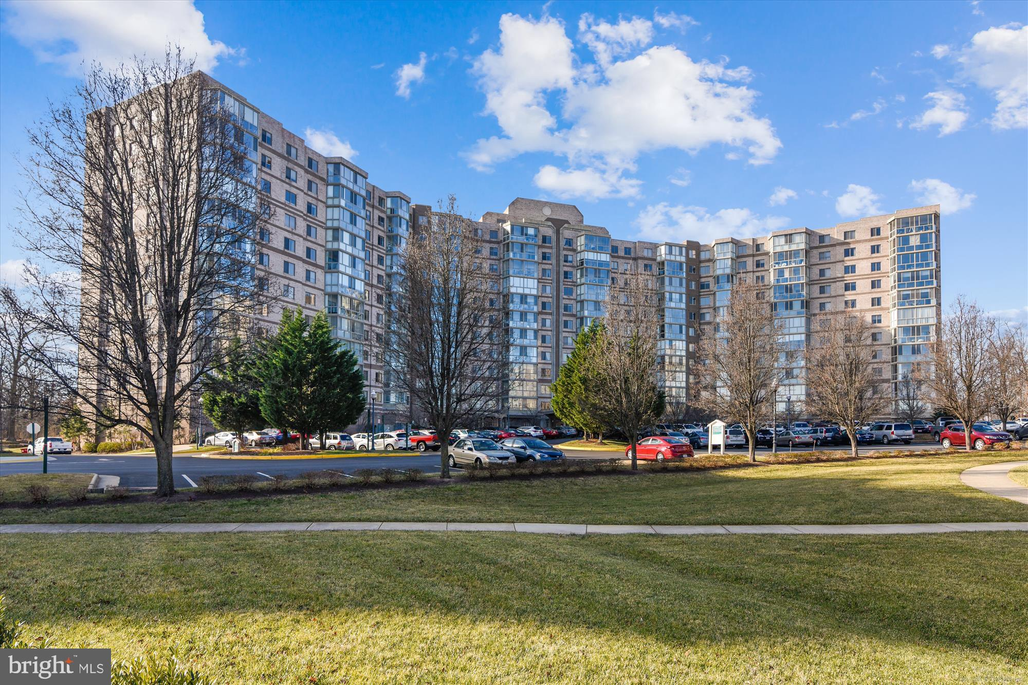 Updated and upgraded 3 BR condo, directly off the elevator for minimum walking and maximum convenien