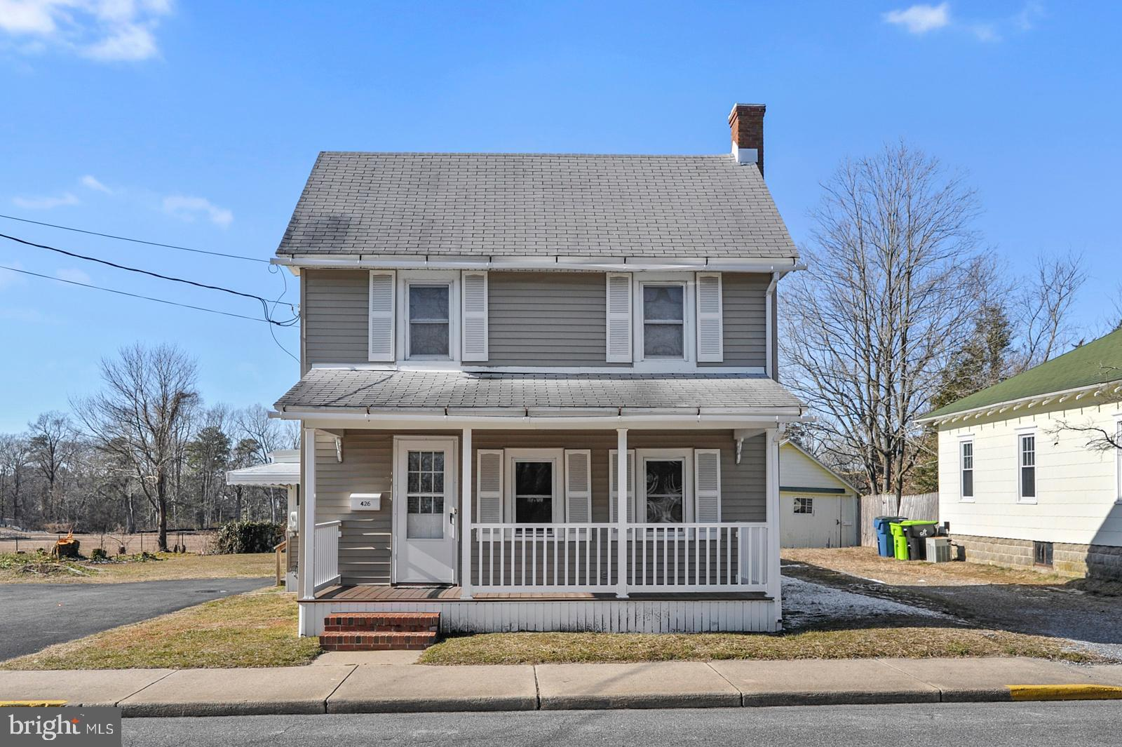 Welcome home! Located within walking distance of downtown Milton with specialty shops and home of th