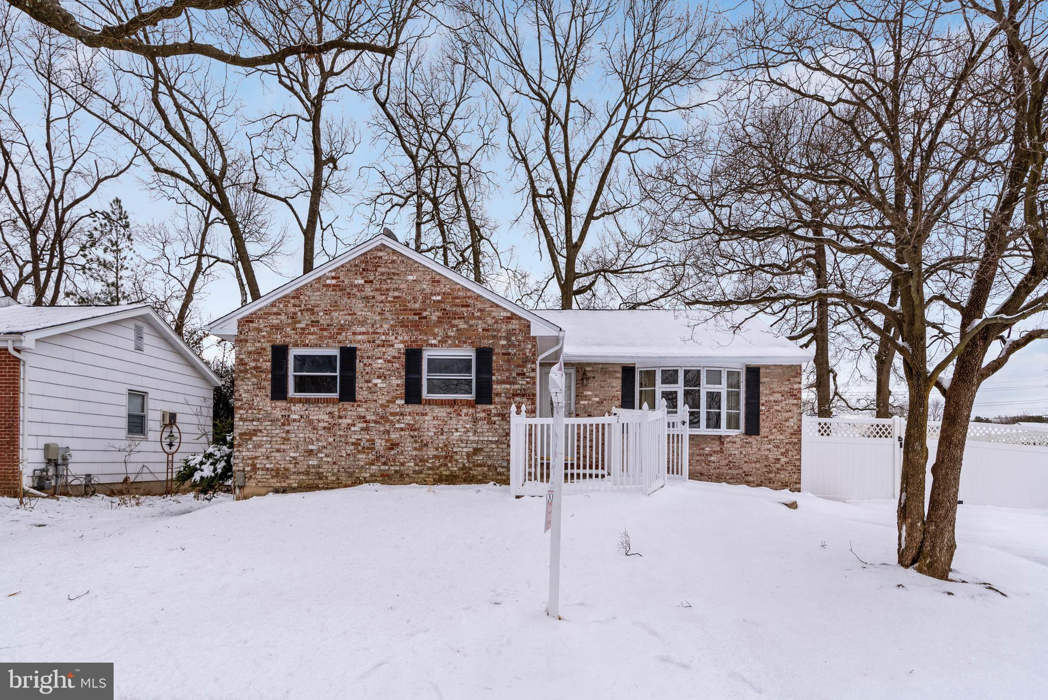If you are looking for a Rancher with lots of room look no further. This 5 bedroom, 3 full, 1 1/2 ba