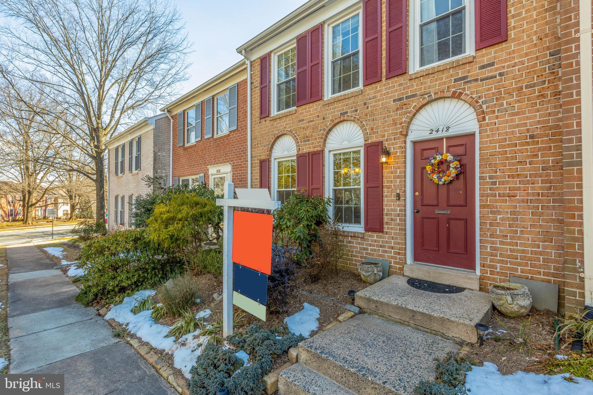 Welcome home to this three level townhome in sought after Reston! Please follow all Covid-19 Protoco