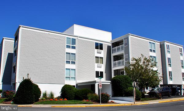 You can  Wake up , in  downtown Rehoboth & walk to your favorite breakfast , lunch or diner  establi