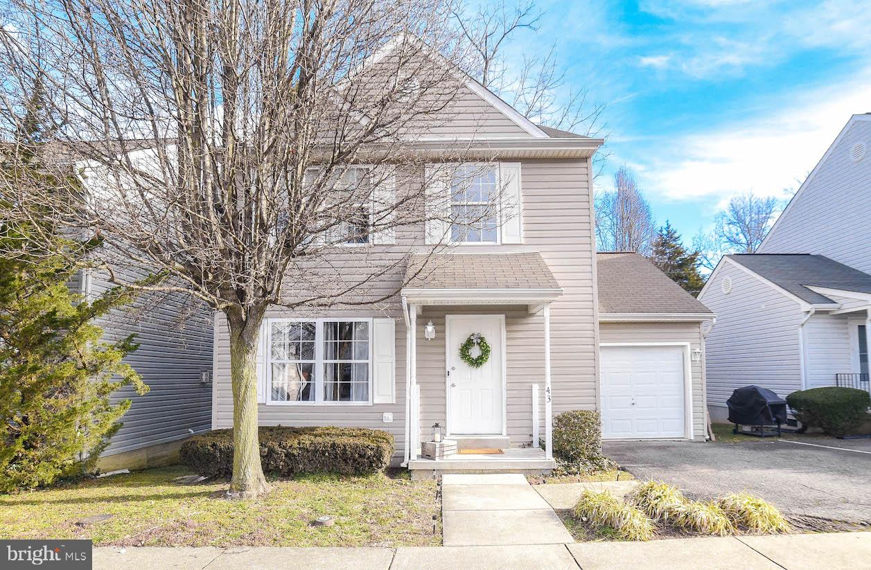 Conveniently located near Prince Frederick's numerous amenities, restaurants, and shopping, this 3-b