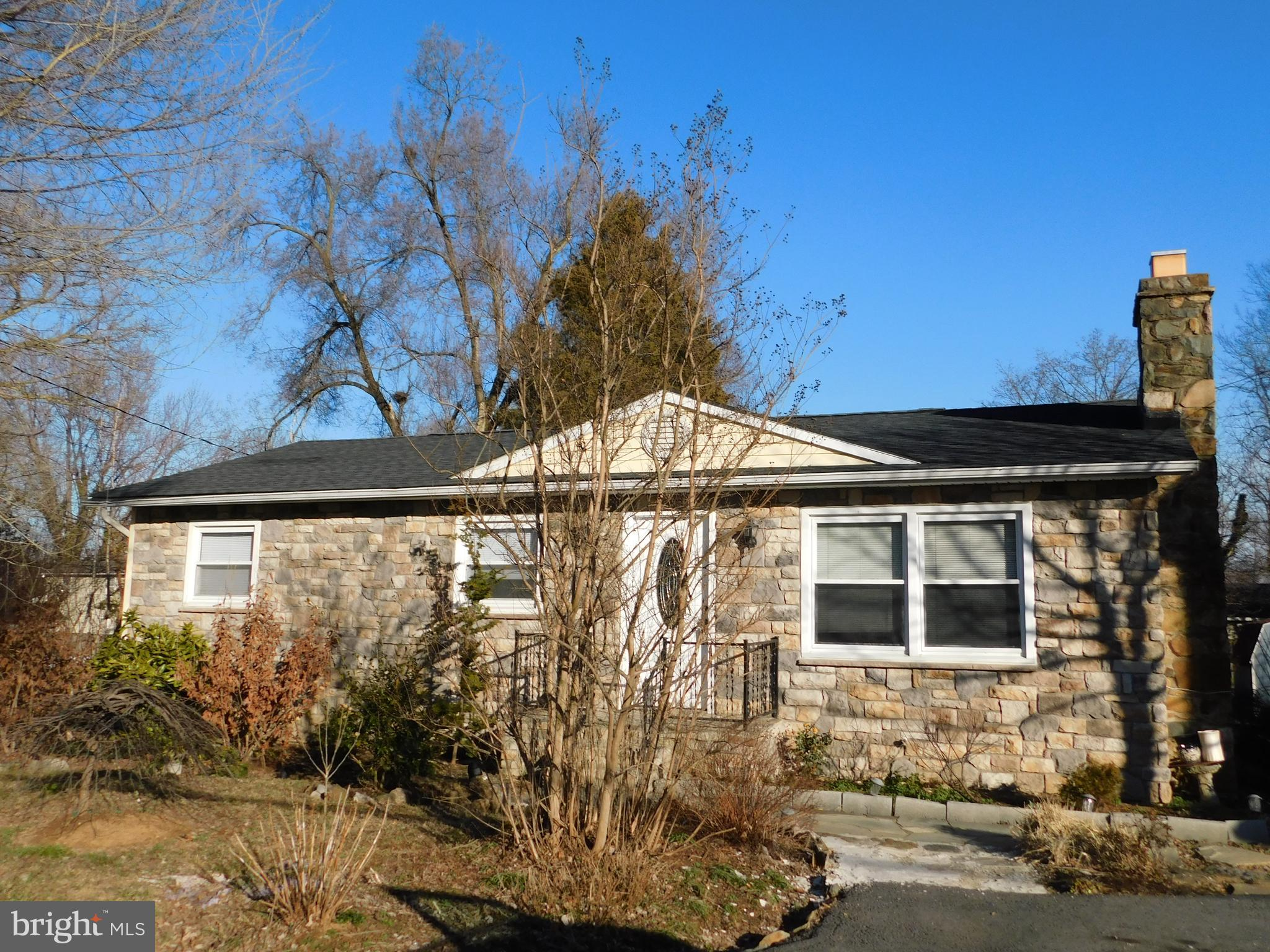 Adorable, Move In Ready, 1-Level stone fronted Rancher in Downtown Berryville, VA! This is a lovely