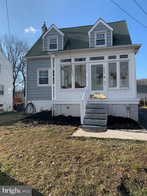 Welcome to 1802 Lincoln Ave where you are greeted with an enclosed front porch which provides a mult