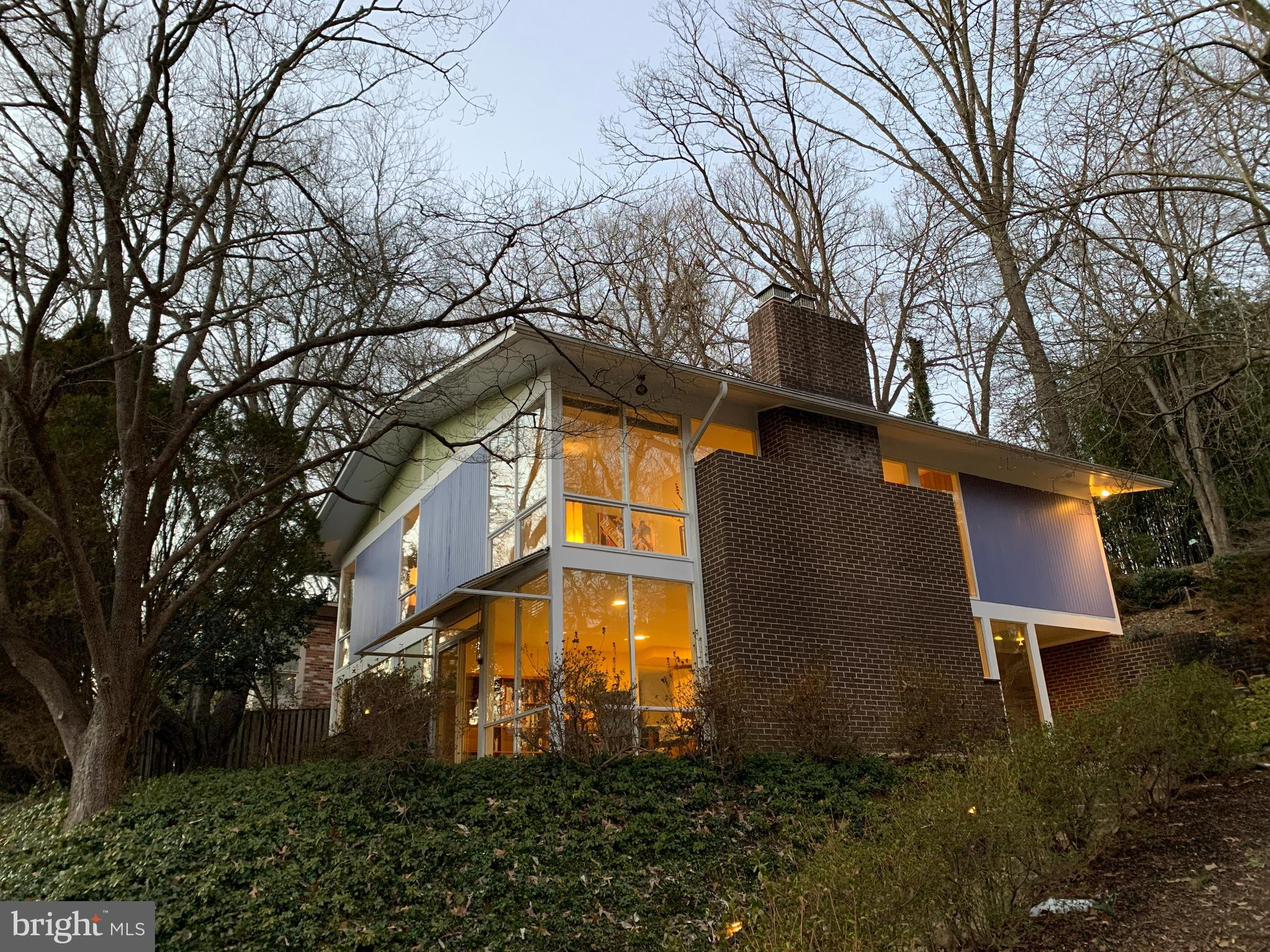 Acclaimed midcentury modern architect Charles Goodman designed this house, built in 1960, with his s